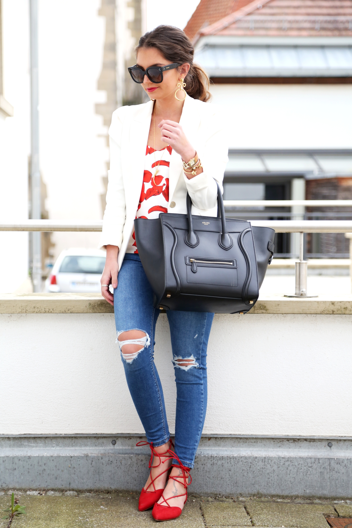 outfit-ripped-jeans-white-blazer-off-shoulder-top
