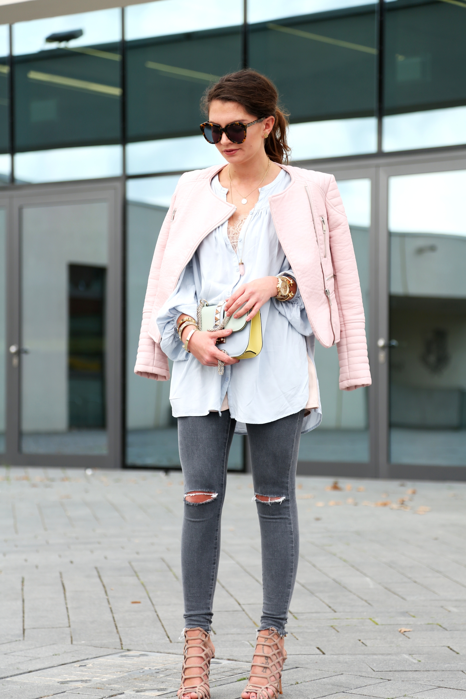 outfit-spring-pastels-ripped-jeans