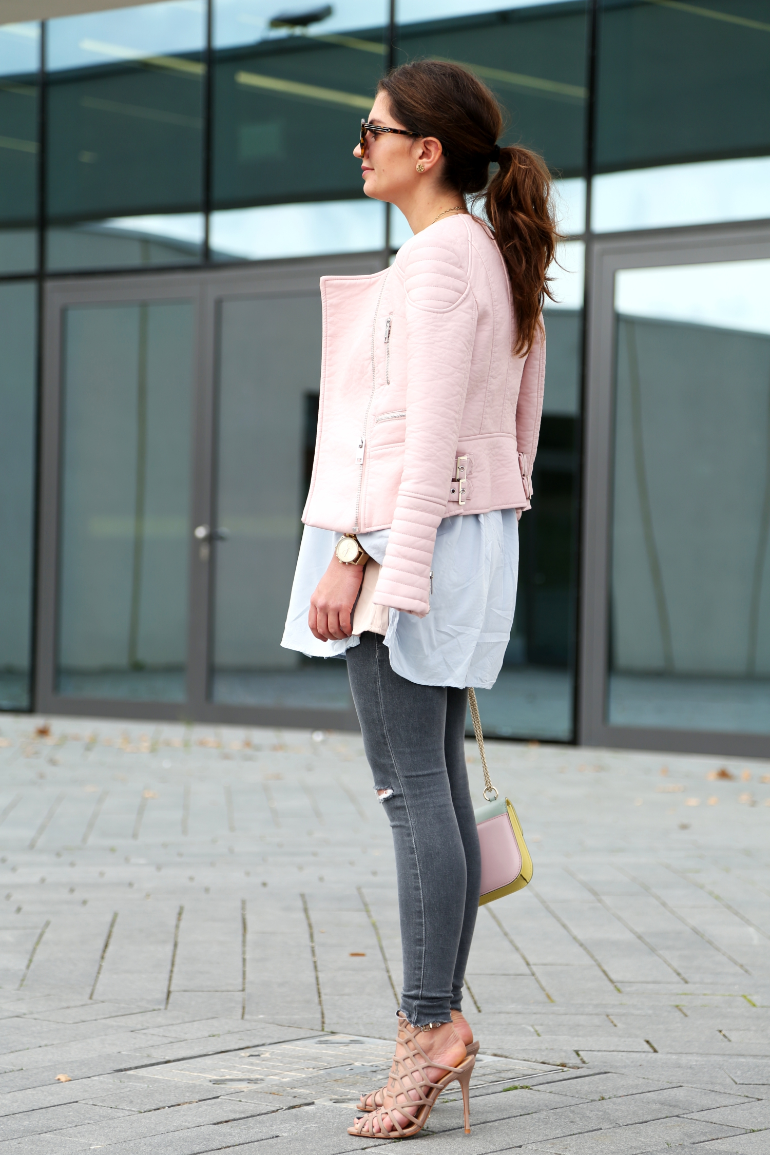 outfit-spring-pastels-valentino-bag-ripped-jeans