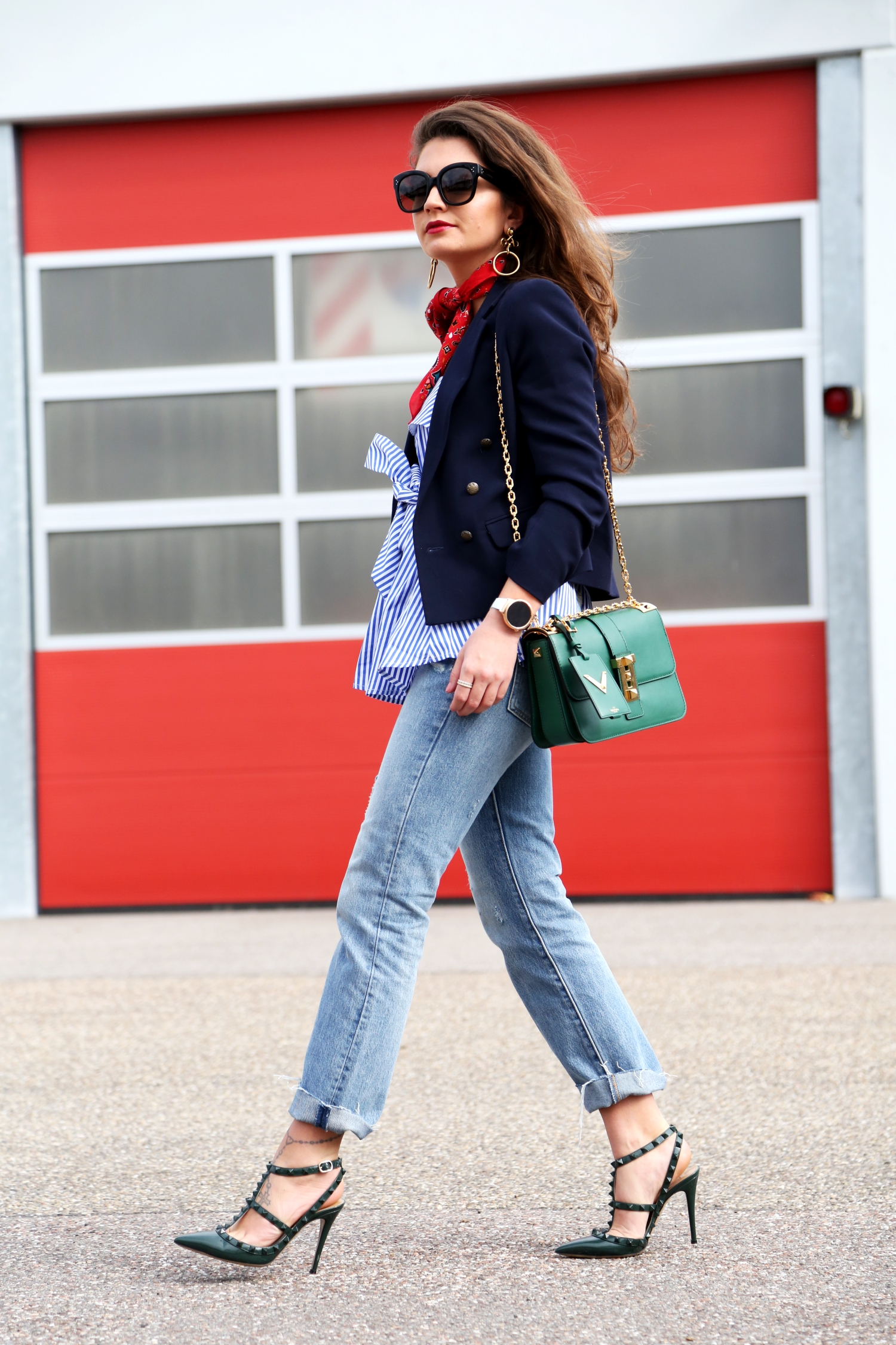 outfit-valentino-heels-bandana-levis-wide-leg-jeans
