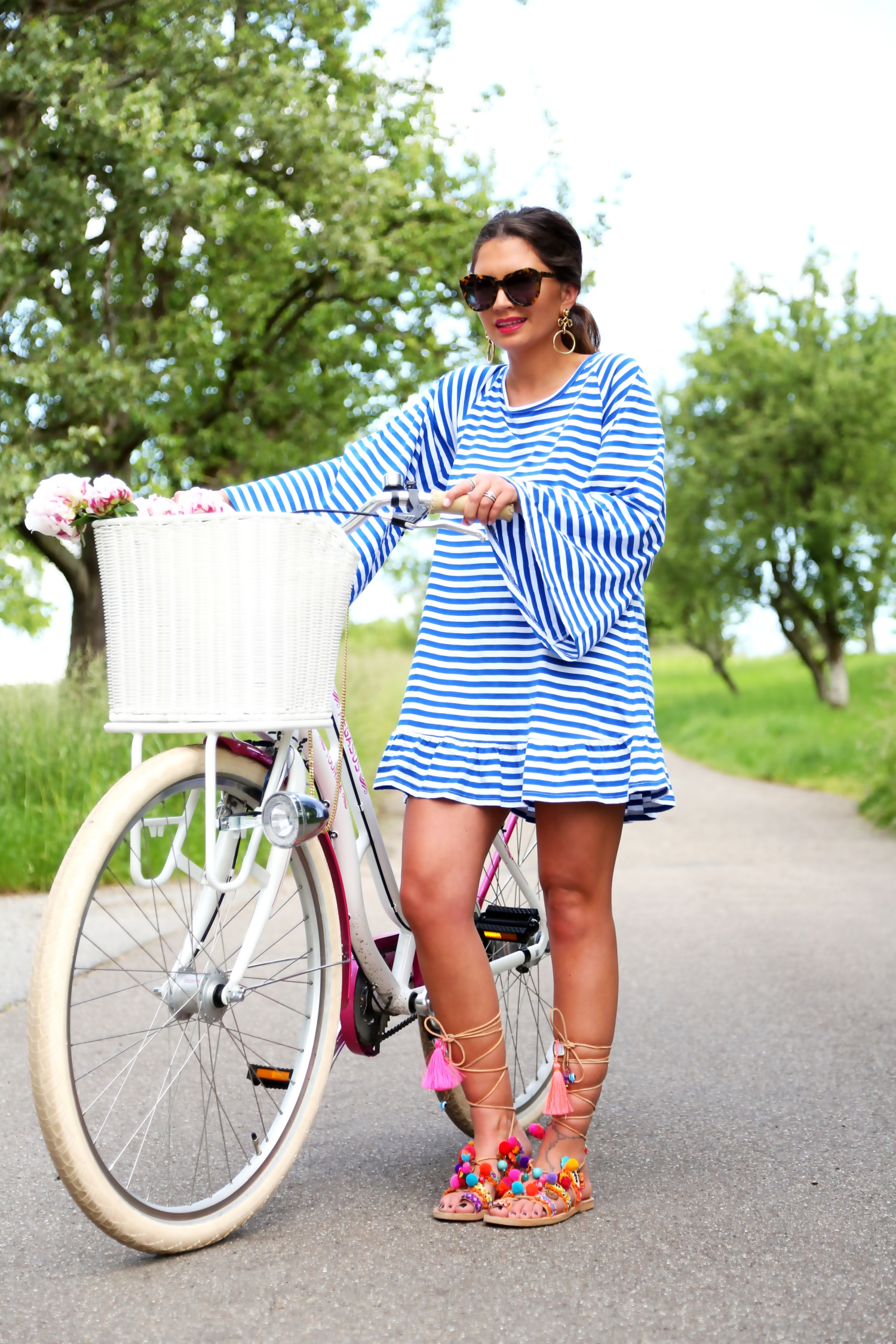 outfit-bike-sundress-hippie-dress-pom-pom-sandals