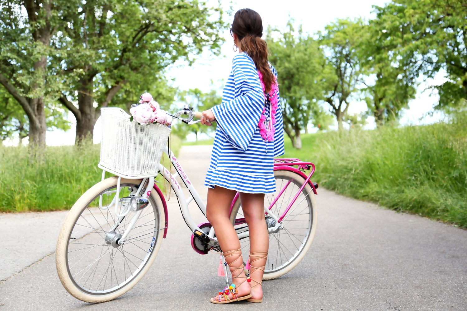 outfit-bike-tour-hippie-tassel-dress-sundress-pom-pom-sandals