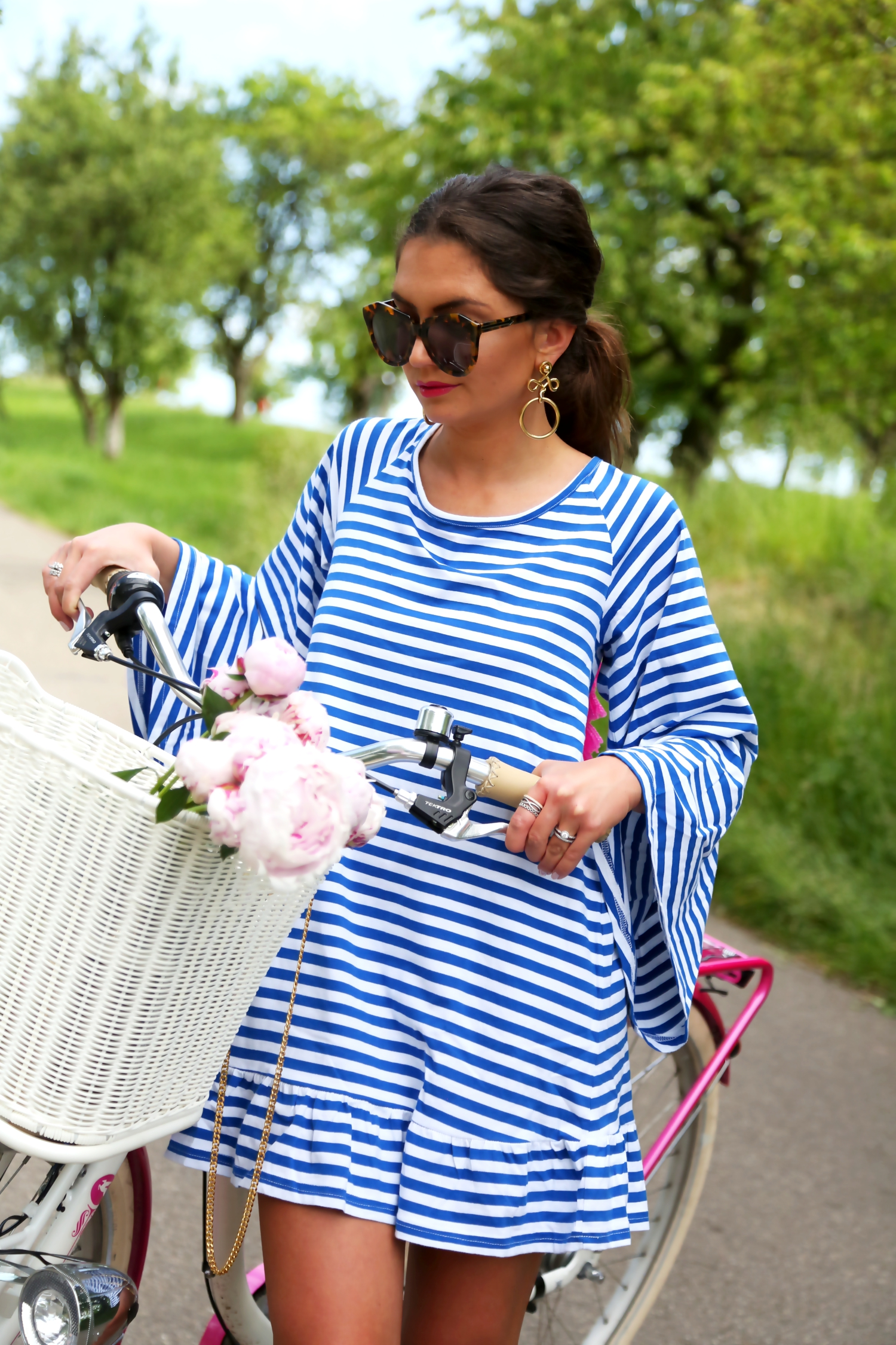 outfit-bike-tour-tassel-stripes-dress-bike