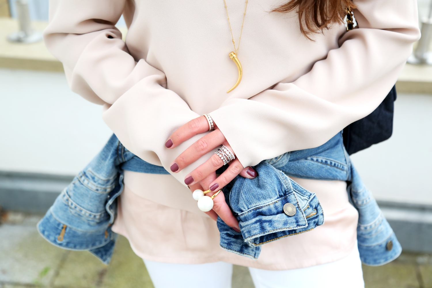 outfit-denim-look-pandora-ring-stacks-ripped-jeans