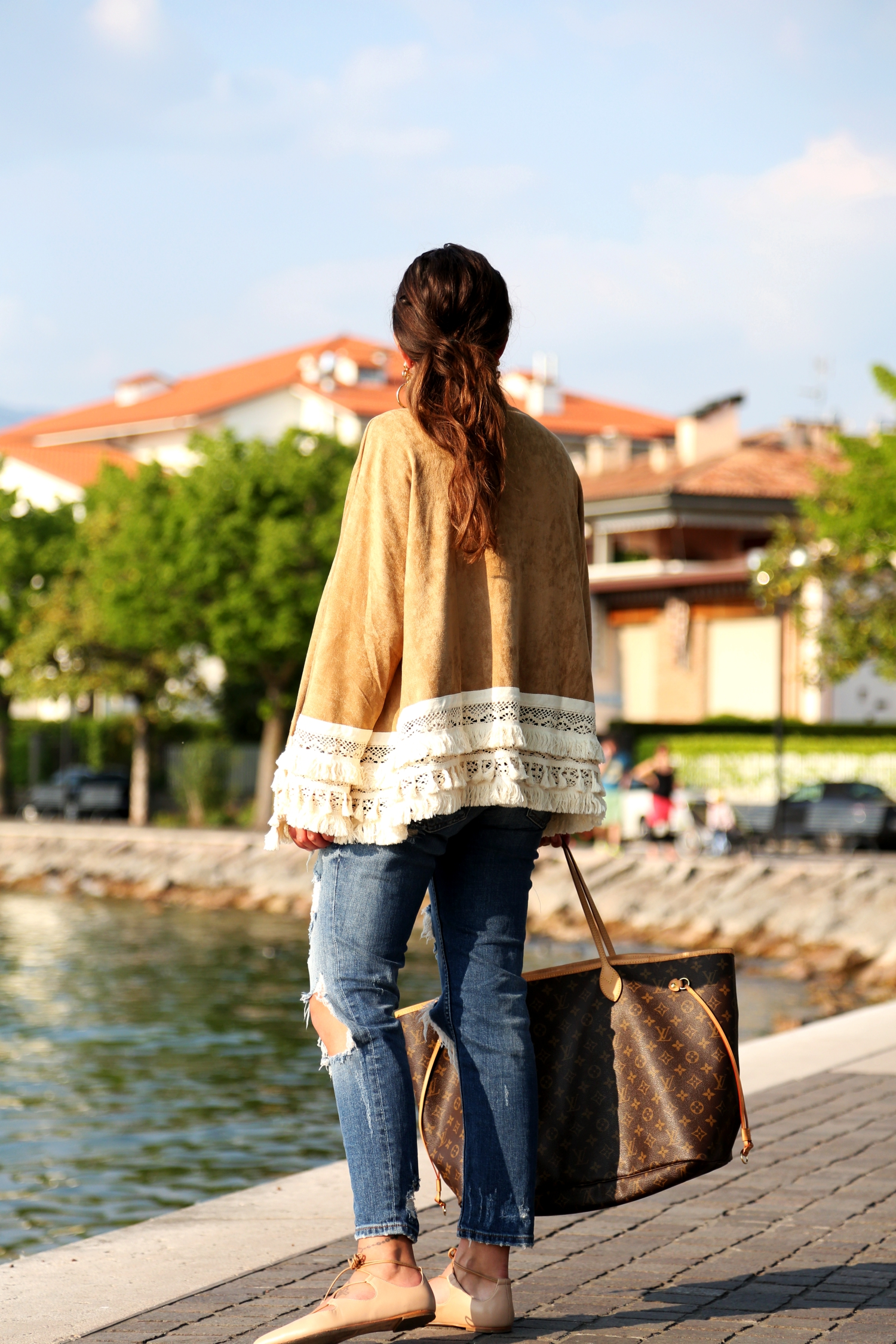 outfit-ripped-jeans-louis-vuitton-bag-kimono-fashionblogger-look-spring-italy