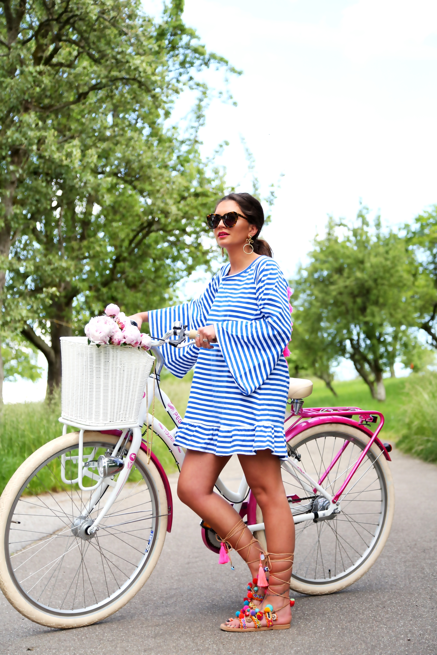 outfit-tassel-hippie-sundress-pompom-sandals-pegasus-tourina-bike-karen-walker