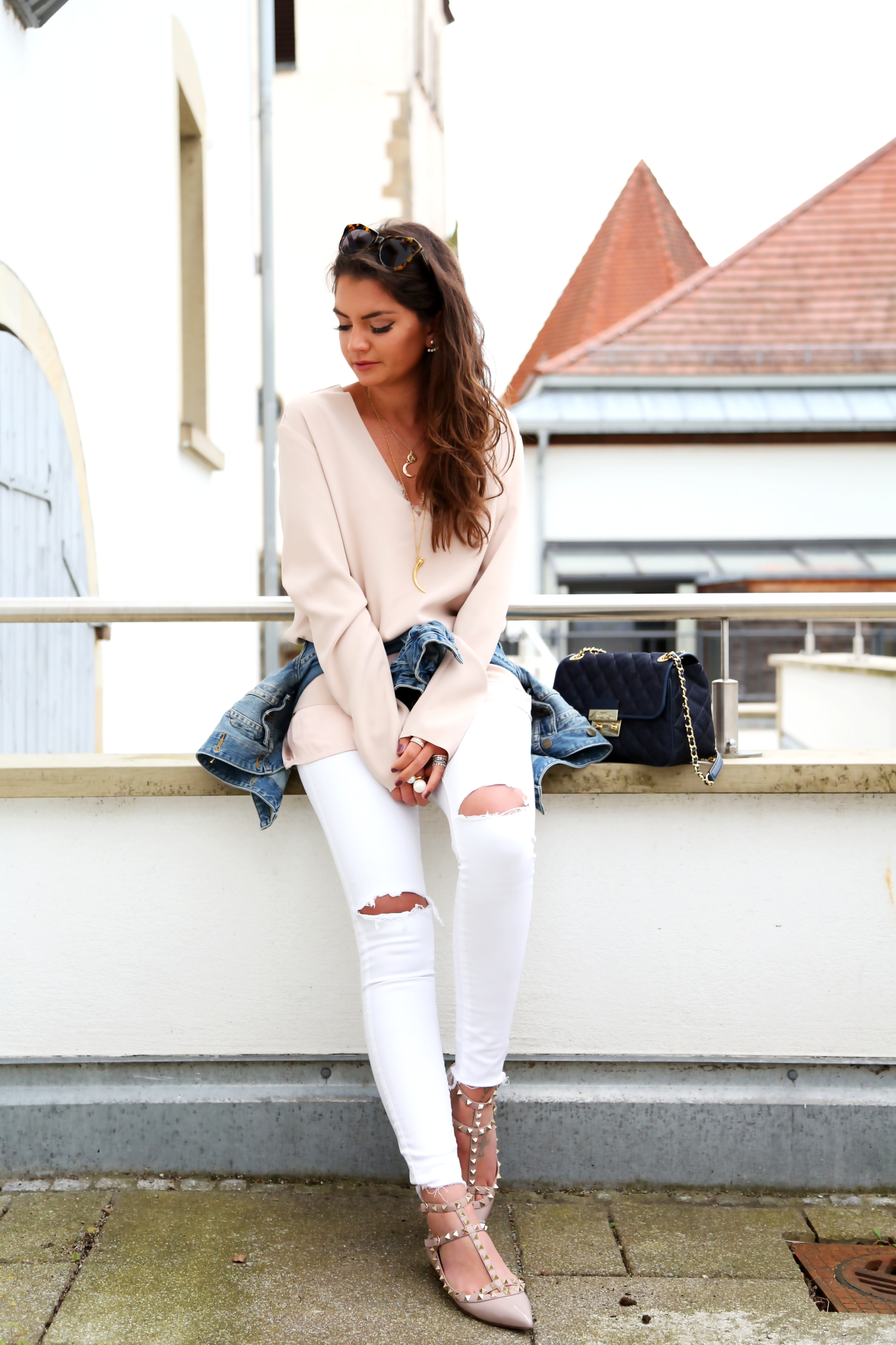 outfit-white-denim-nude-pastels-spring-german-fashionblogger