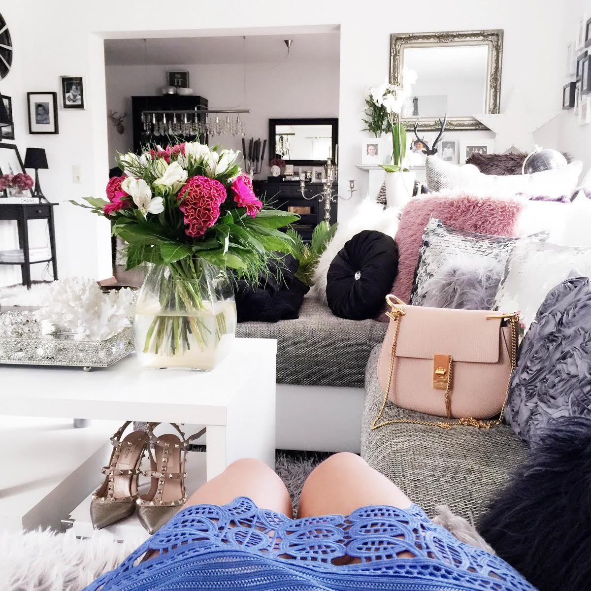 fashionhippieloves-interior-living-room-self-portrait-dress-valentino-rockstuds