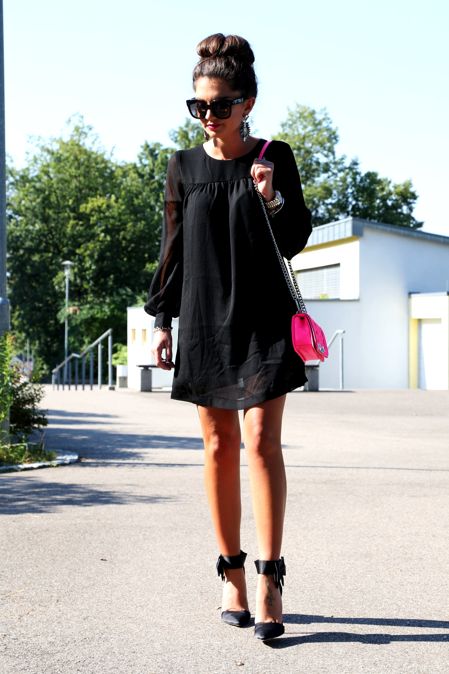 fashionhippieloves-outfit-black-dress-neon-bag-bow-piumps