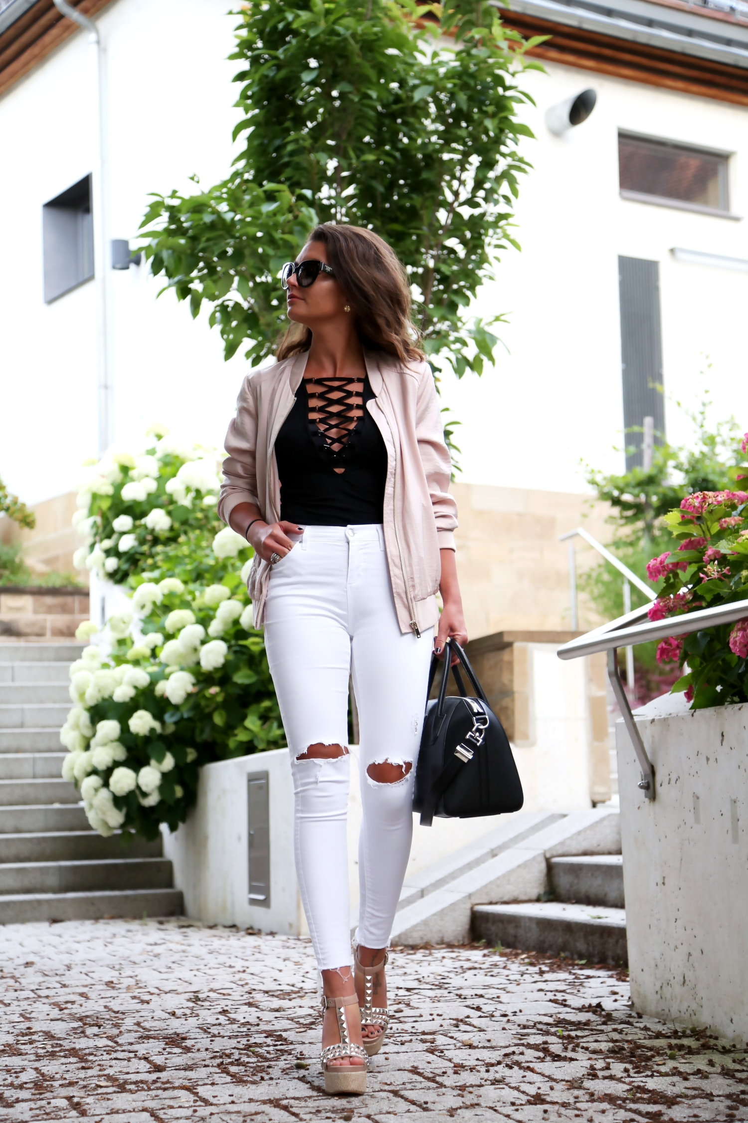outfit-bomber-jacket-white-ripped-jeans-givenchy-bag-pura-lopez-wedges