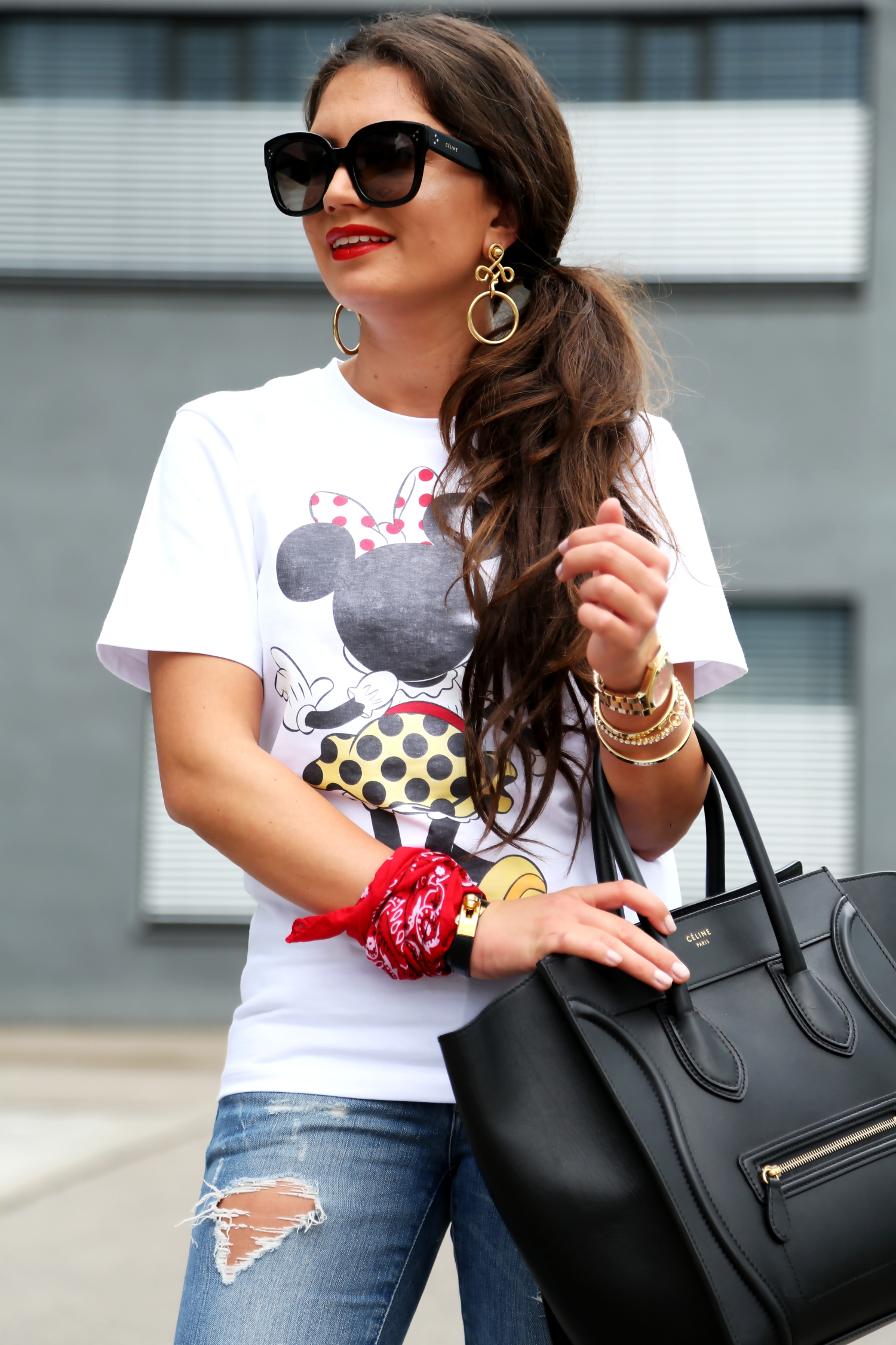 outfit-disney-minnie-mouse-shirt-victoria-beckham-celine-luggage-ripped-jeans