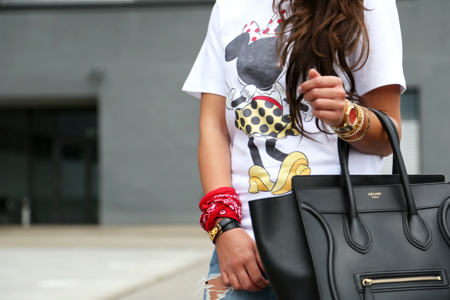 outfit-minnie-mouse-shirt-disney-victoria-beckham-celine-luggage