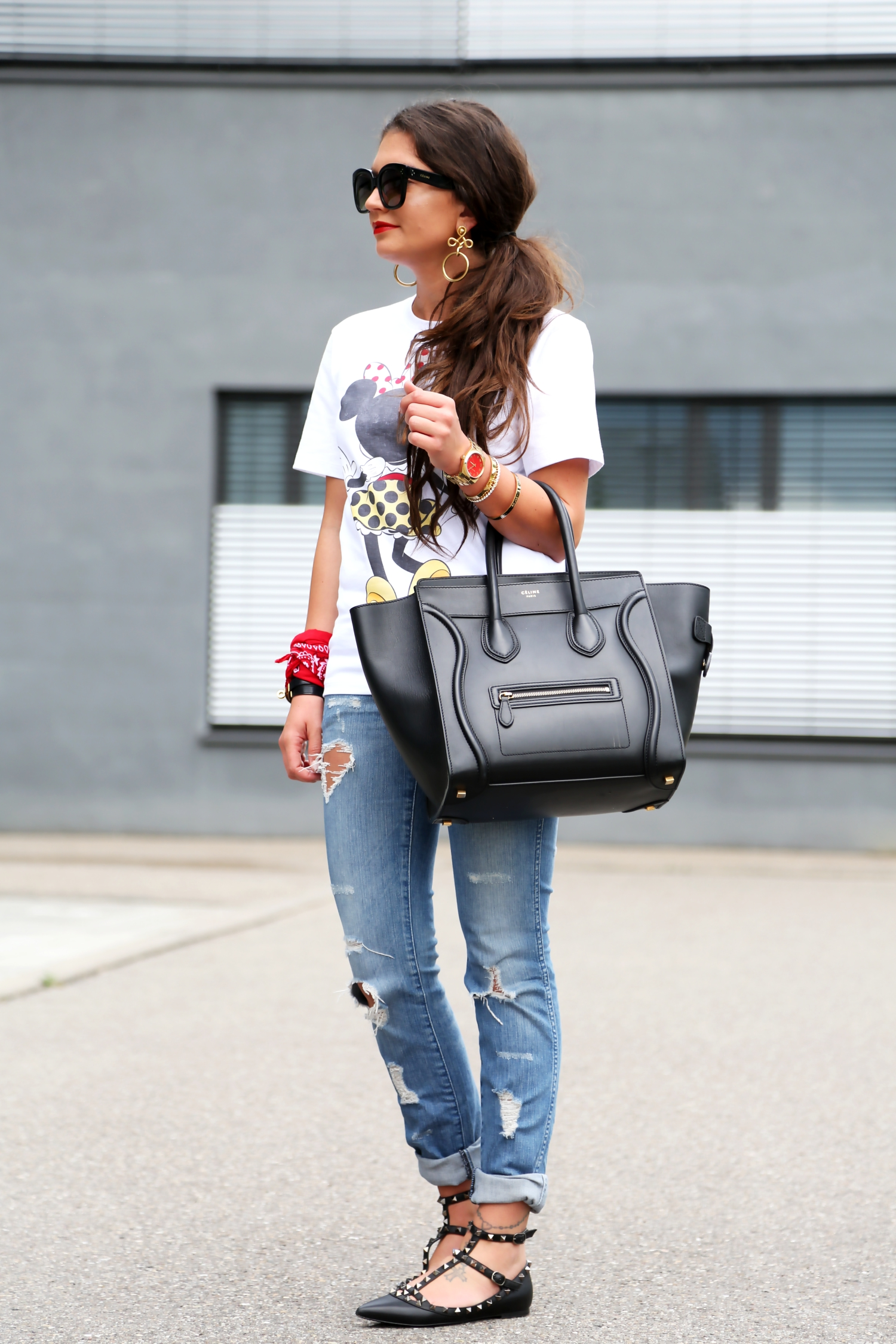 outfit-minnie-mouse-shirt-victoria-beckham-celine-luggage-bag