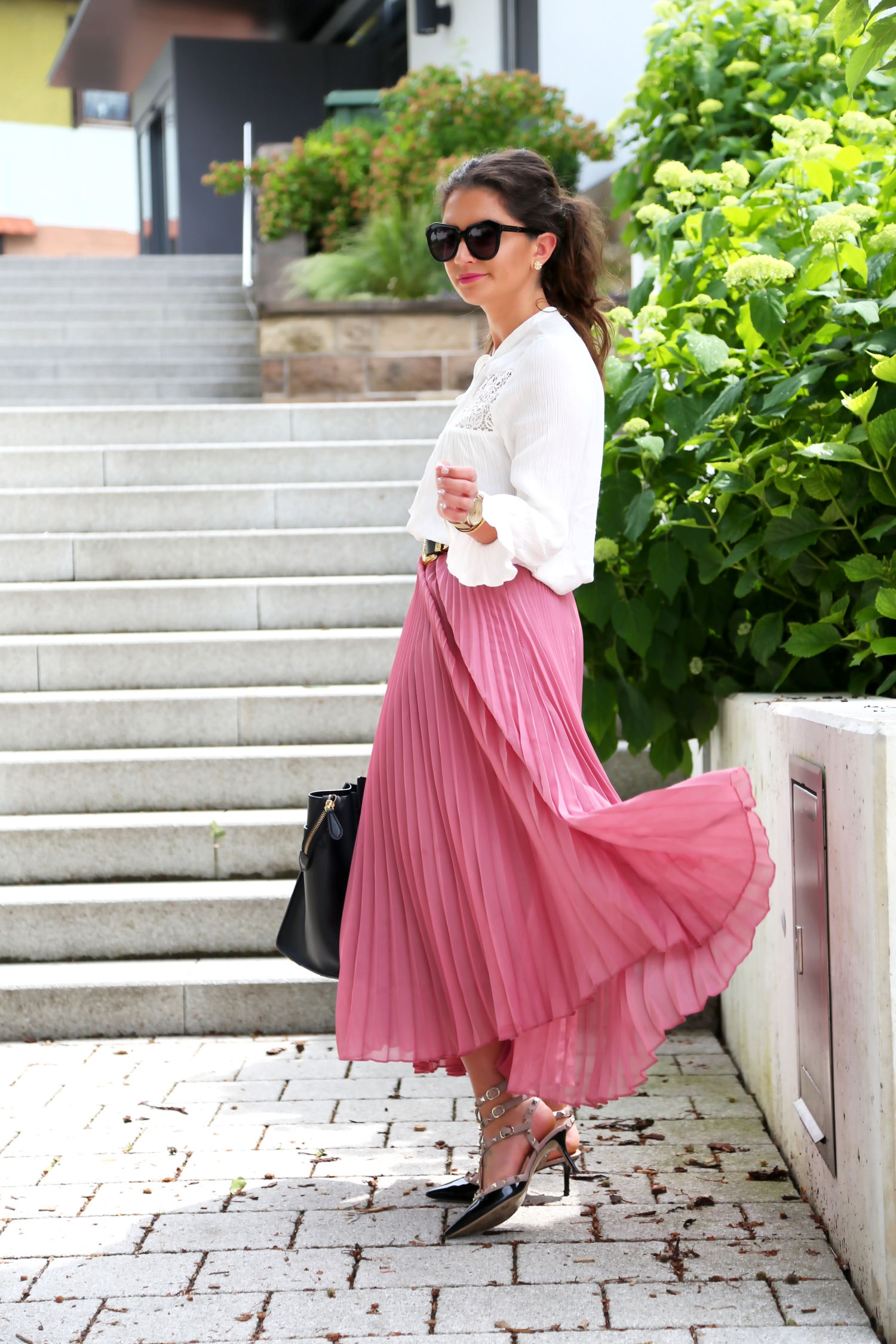 outfit-pleated-skirt-white-blouse-kitten-heels-valentino-garavani-rockstuds-celine-bag-luggage