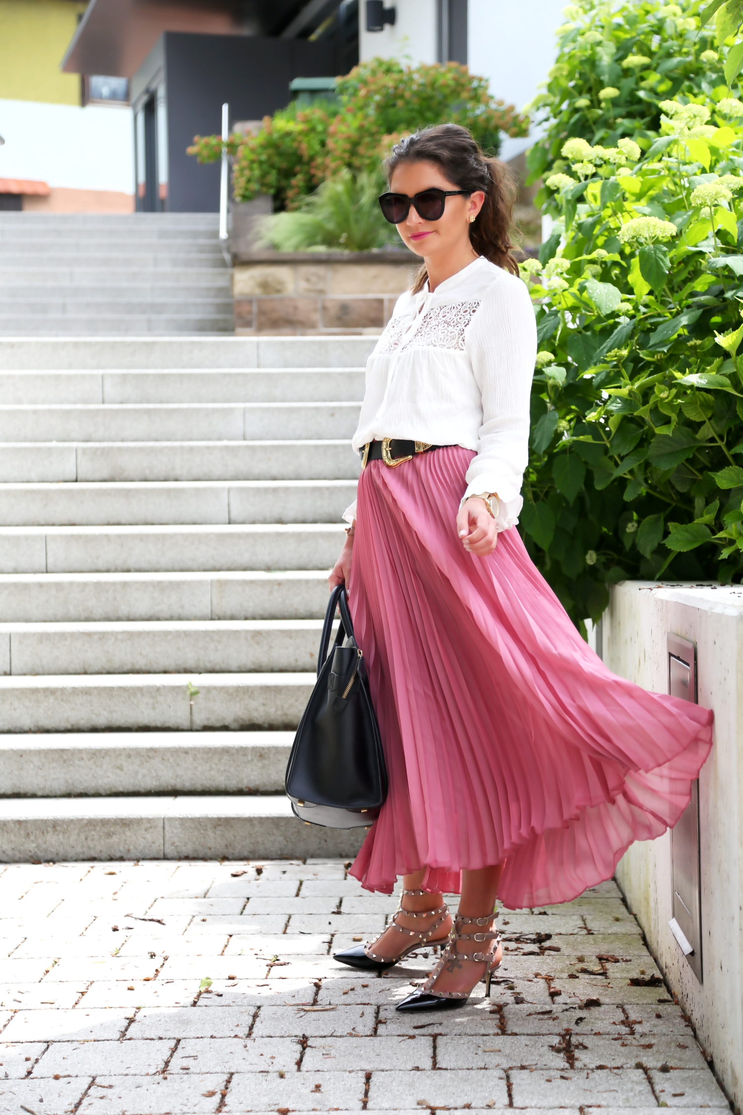 outfit-pleated-skirt-white-blouse-valentino-rockstud-kitten-heels-celine-luggage-bag
