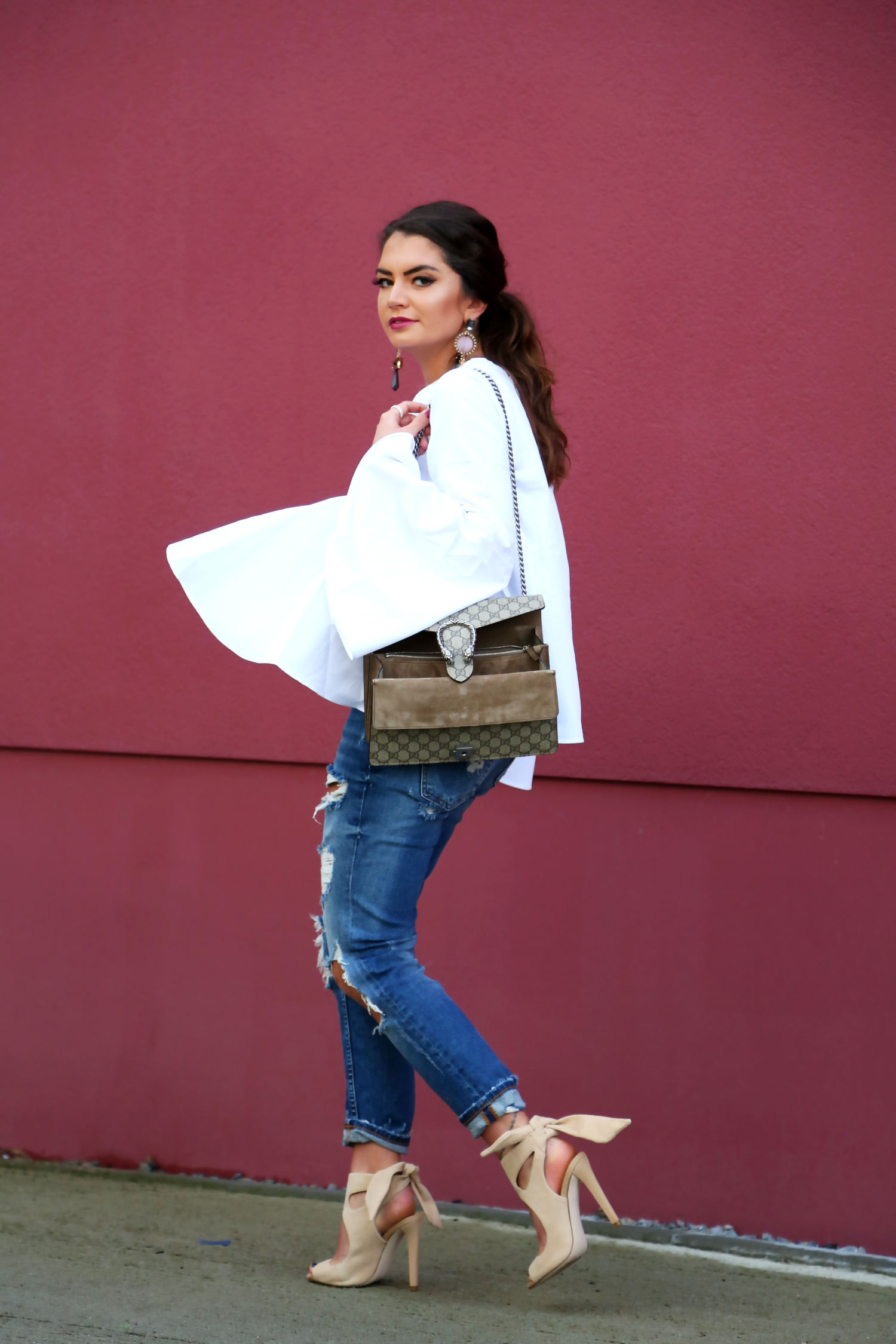 outfit-ripped-jeans-white-blouse-gucci-dionysus-bag-logo