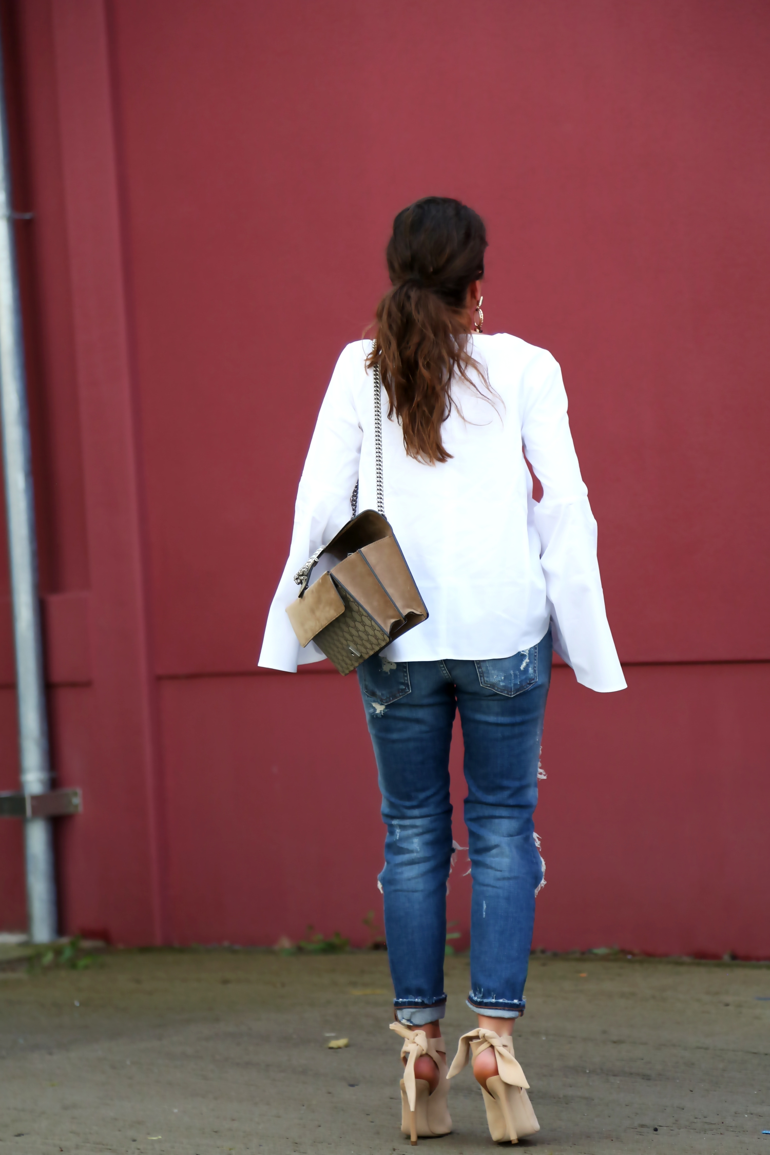 outfit-ripped-jeans-white-blouse-zara-sandals-gucci-bag-german-fashionblogger