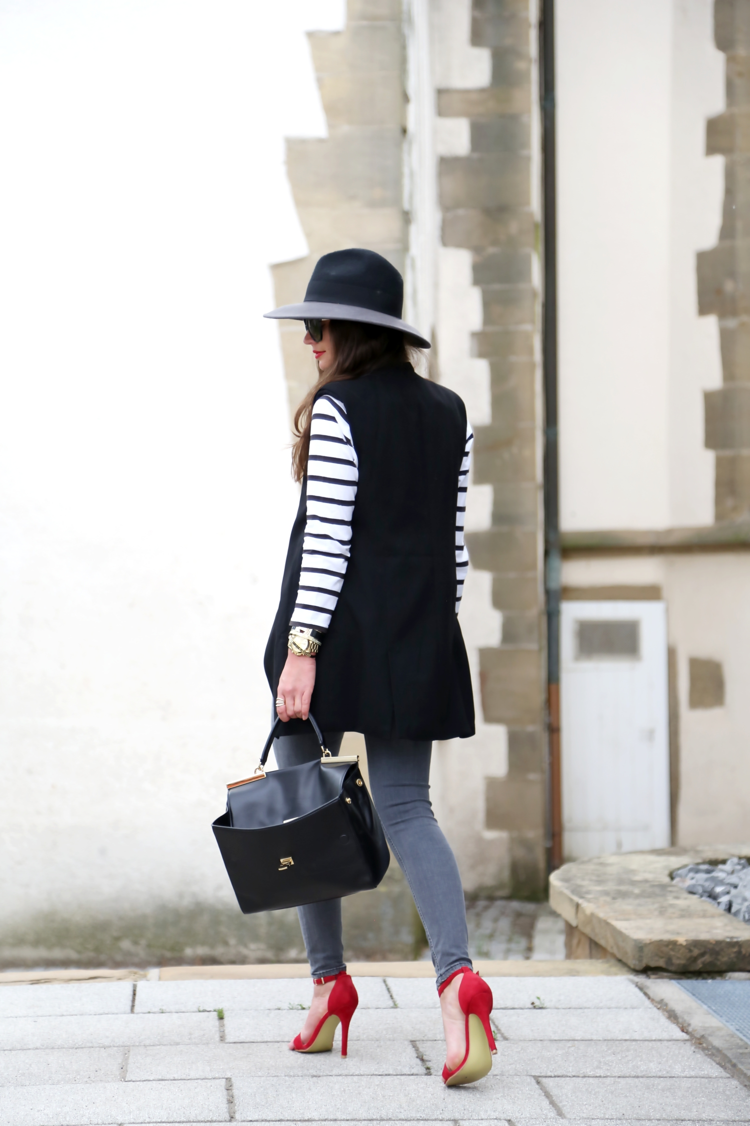 outfit-stripes-ripped-jeans-spring-look-michaelkors-bag