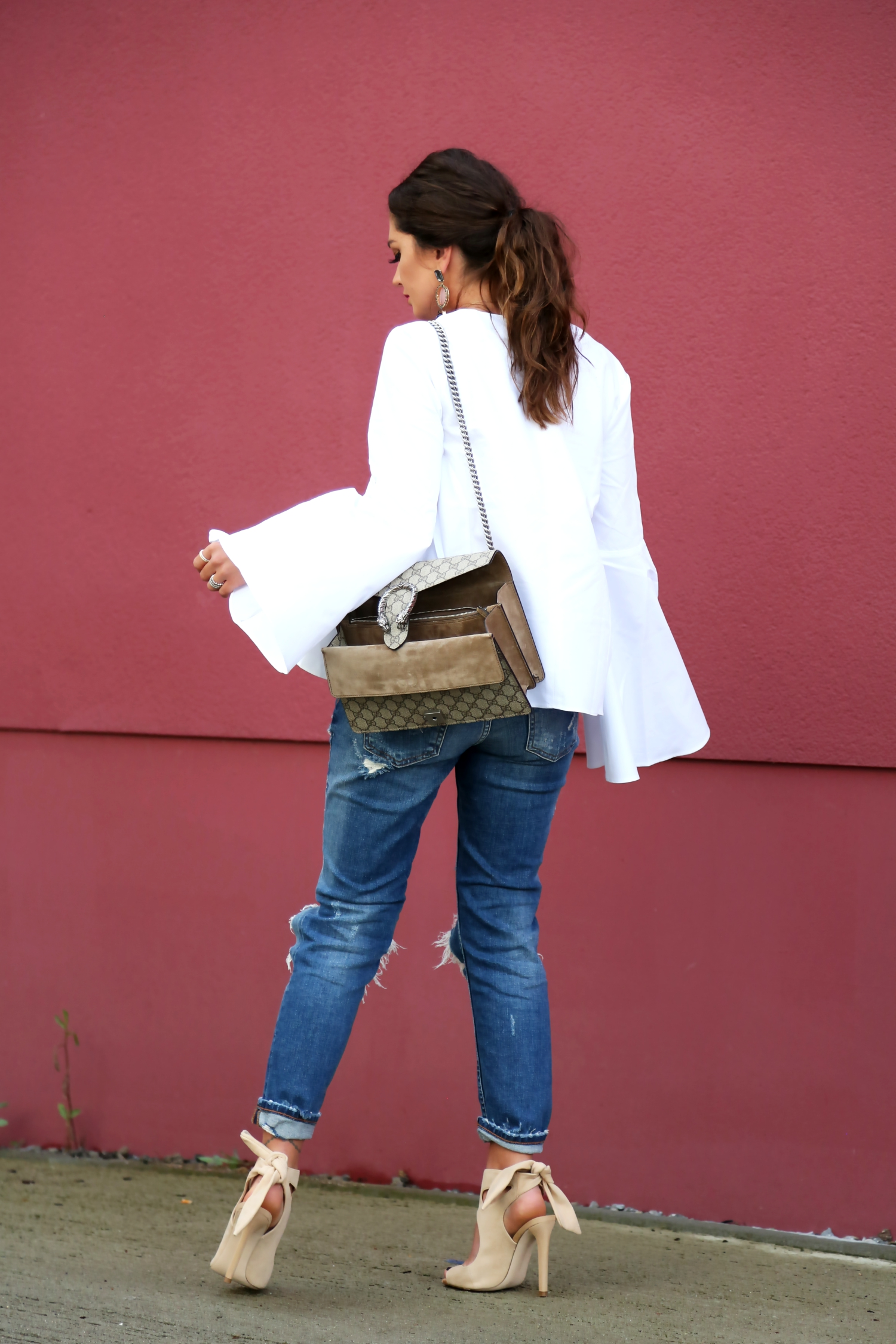 outfit-white-blouse-ripped-denim-jeans