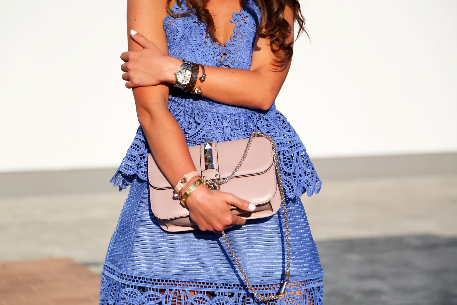 outfit-details-self-portrait-lace-dress-blue-valentino-glam-lock-bag-nude