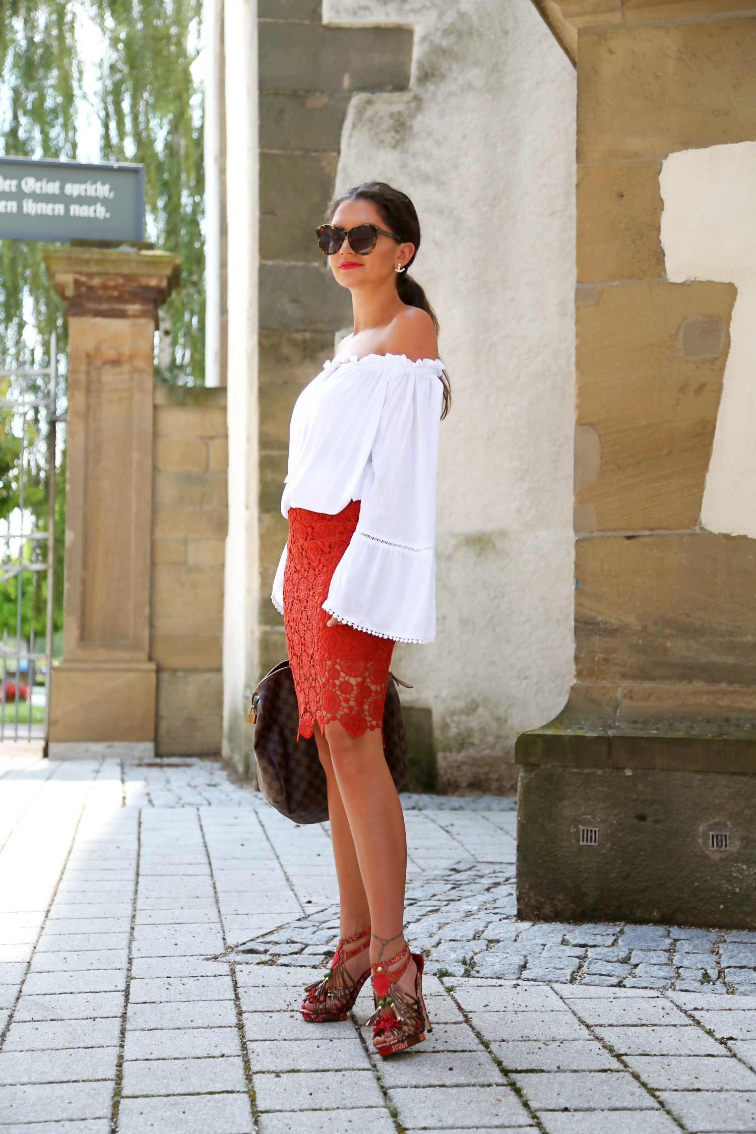 outfit-edited-lace-skirt-white-off-shoulder-blouse-louisvuitton-speedy-bag
