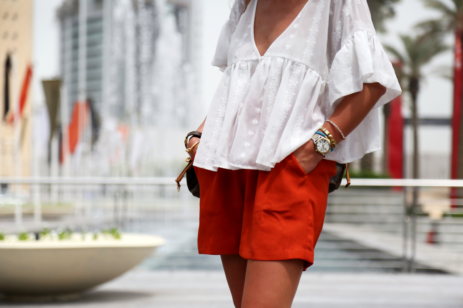 outfit-edited-shorts-michael-kors-watch-bracelets-details-fashionblogger-dubai-travel-look