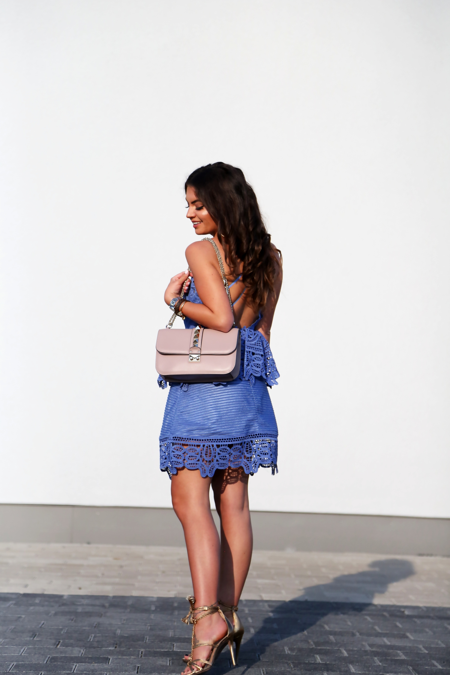 outfit-lace-dress-selfportrait-valentino-bag