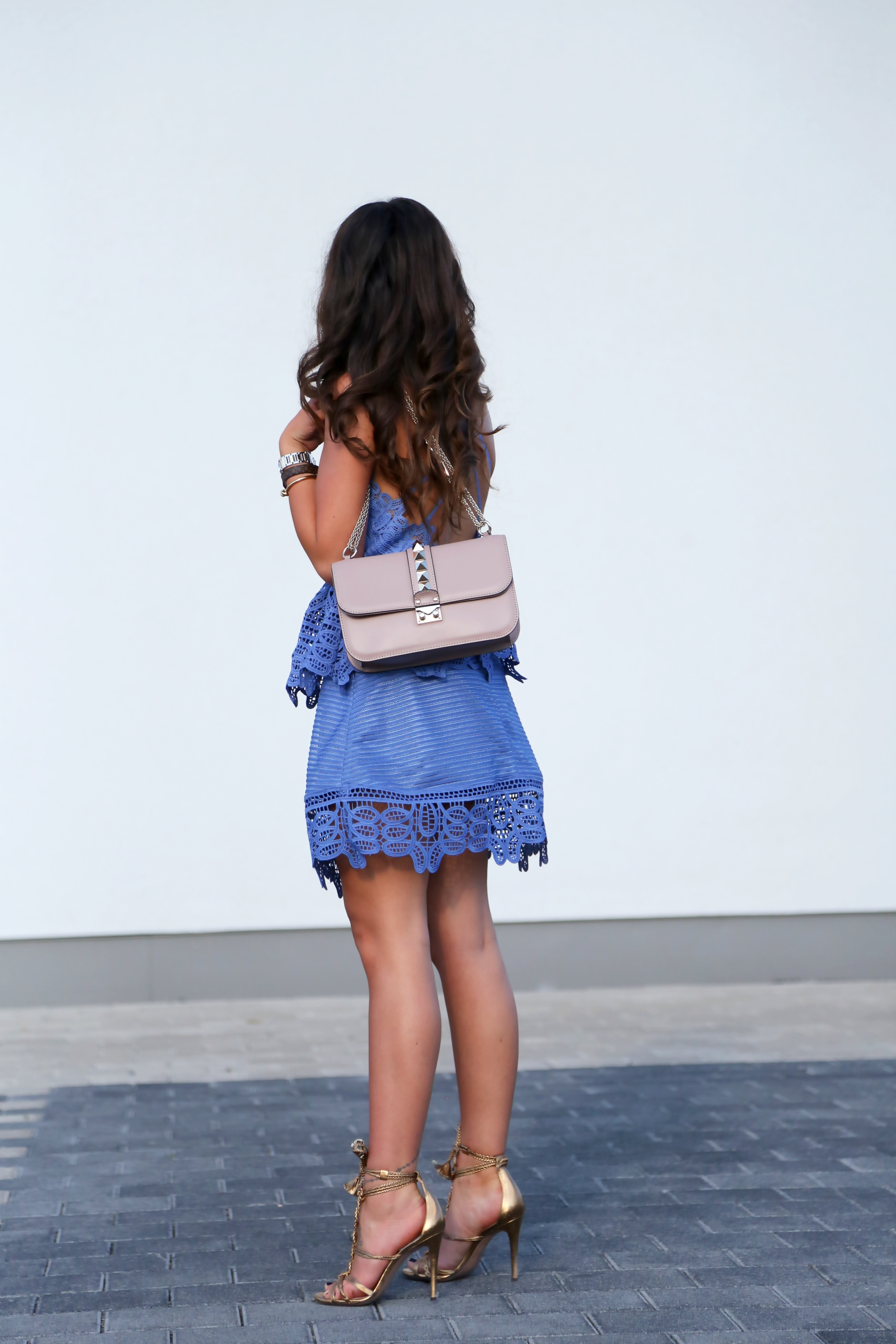 outfit-lace-dress-trim-selfportrait-valentino-glamlock-bag