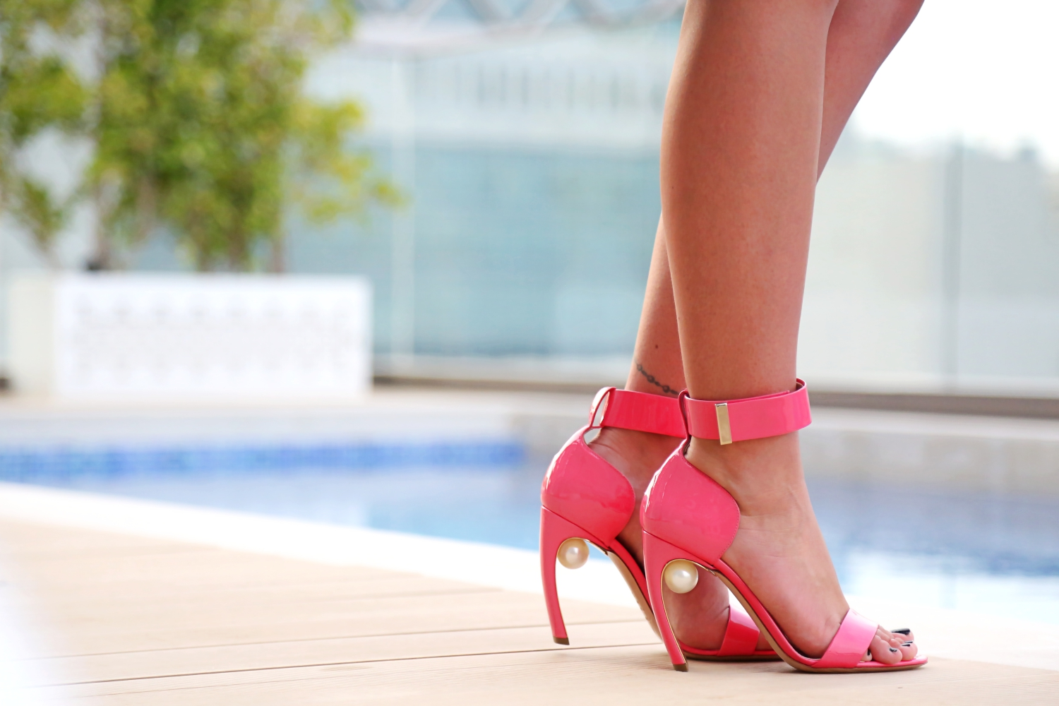outfit-nicholas-kirkwood-pearl-sandals-pink-white