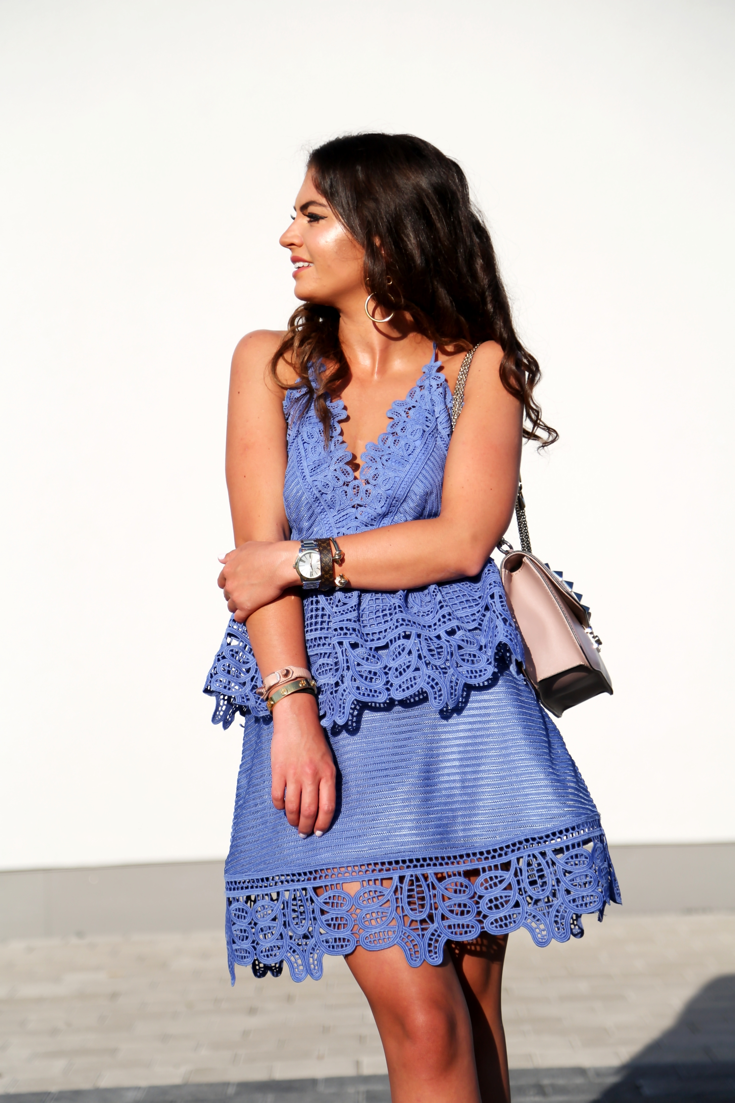 outfit-self-portrait-dress-baby-blue-valentino-rockstud-glam-lock-bag