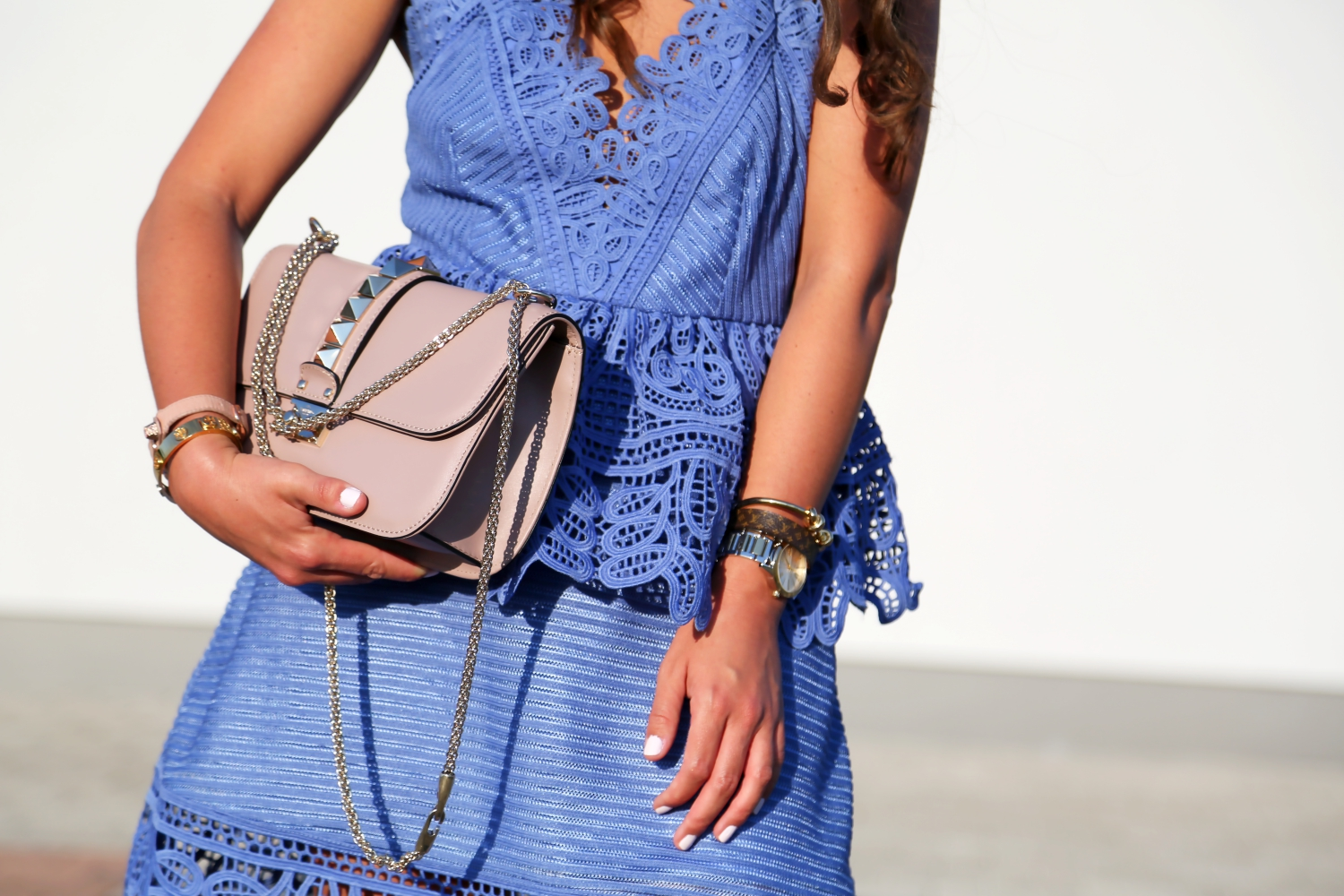 outfit-self-potrait-lace-dress-valentino-glam-lock-bag