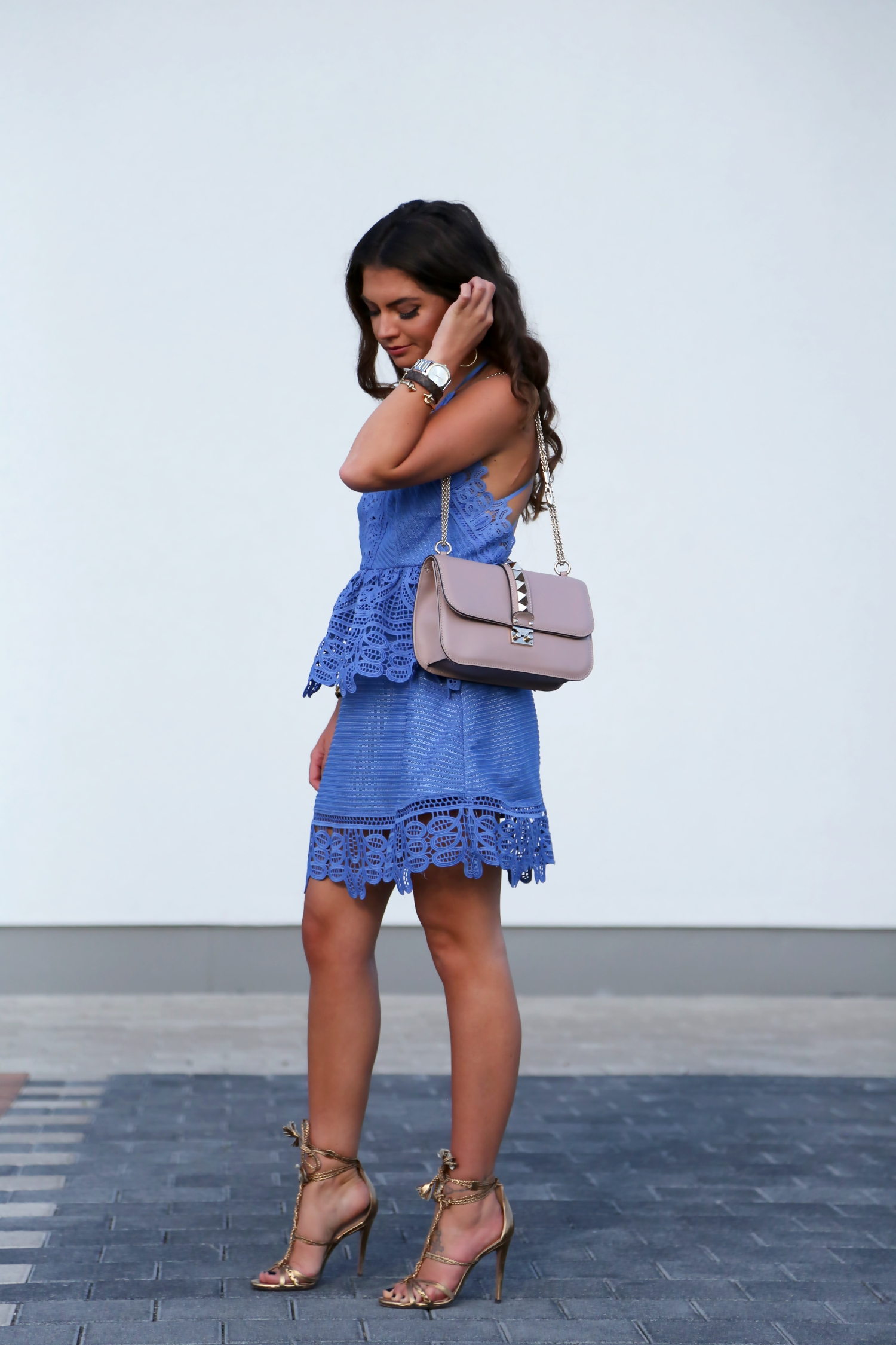 outfit-selfportrait-lace-dress-valentino-glam-lock-bag