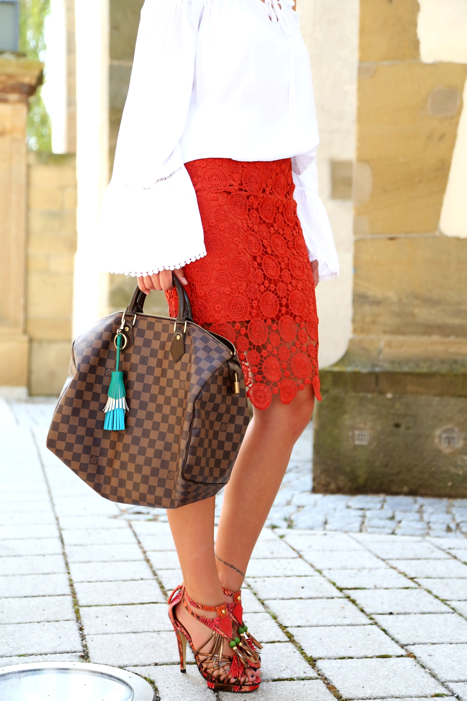 outfit-speedy-35-louisvuitton-damier-brown-details-lace-up-sandals-lace-skirt-off-shoulder-blouse