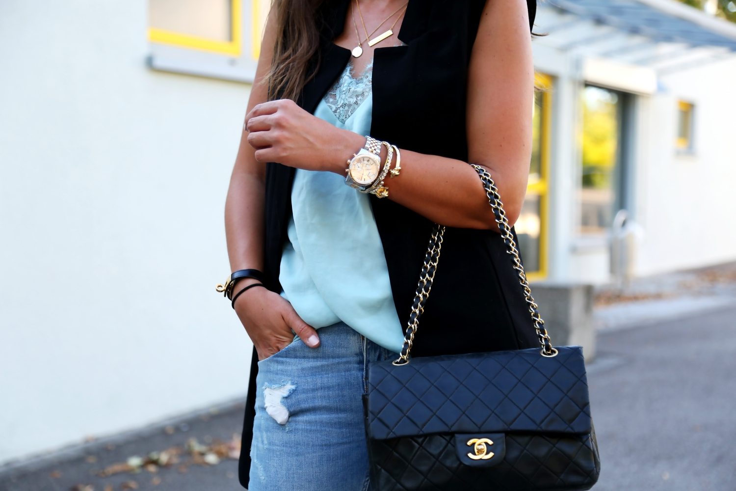 outfit-chanel-2.55-bag-black-details