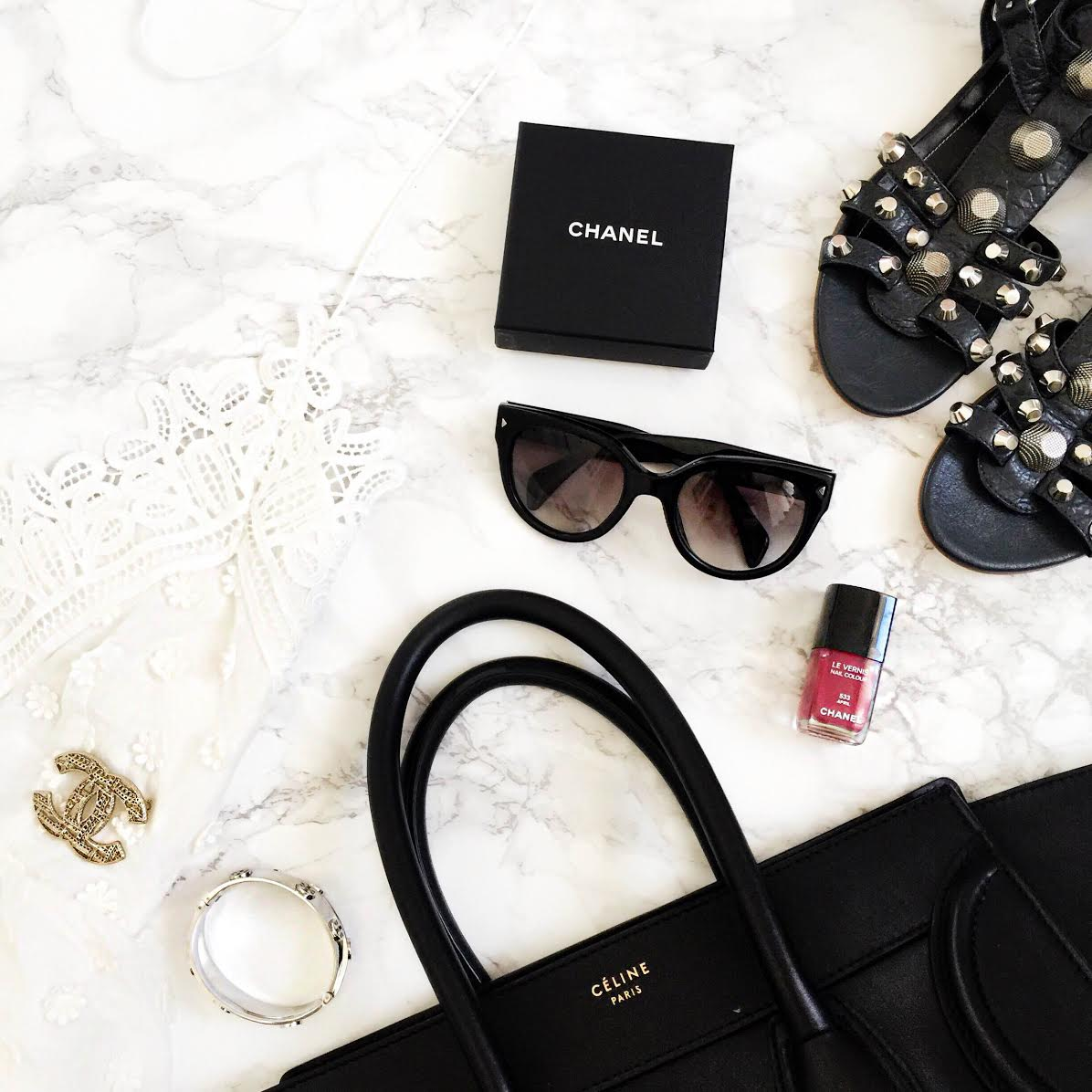 outfit-details-black-white-celine-luggage-chanel-brooch-selfportrait-lace-dress