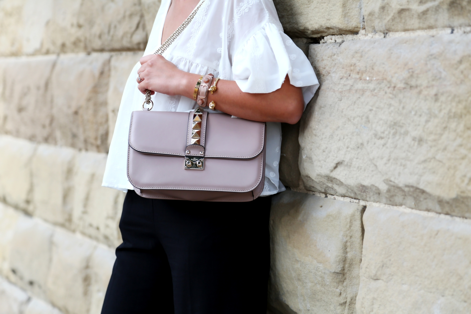 outfit-details-valentono-glam-lock-bag-nude