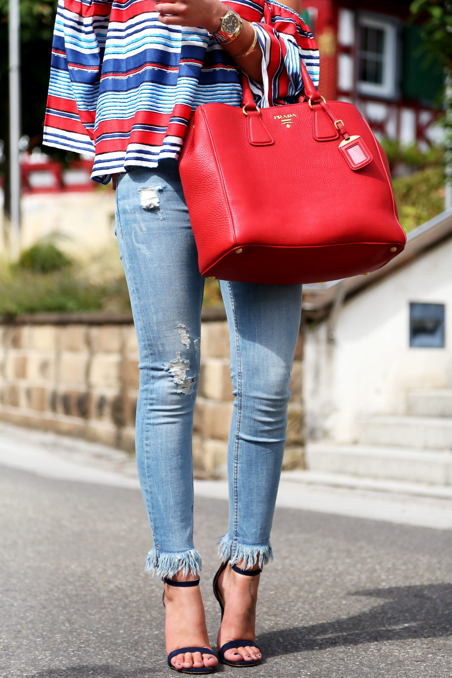 outfit-fringe-jeans-off-shoulder-top-stripes