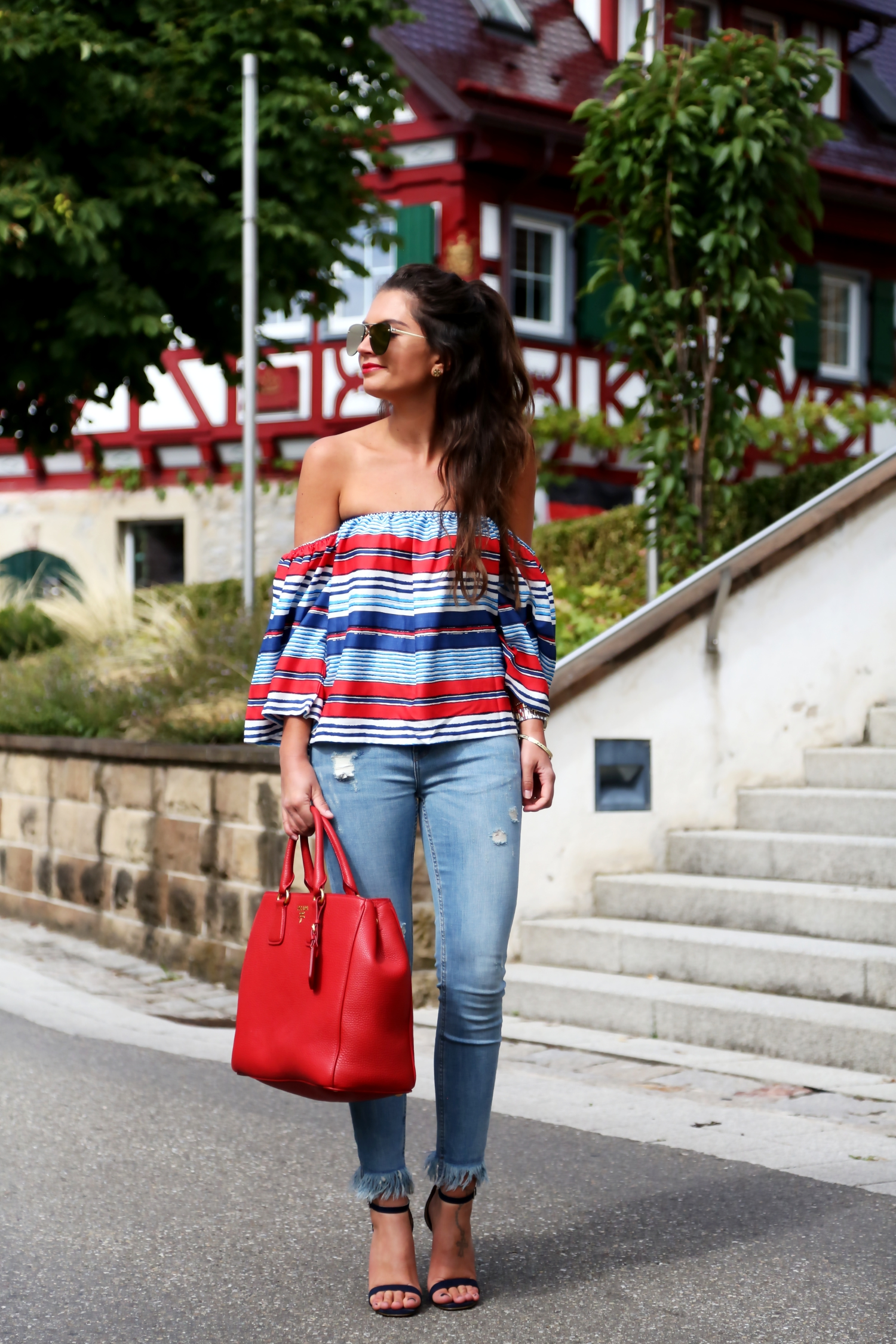 outfit-fringe-jeans-stripes-off-shoulder-top-prada-bag