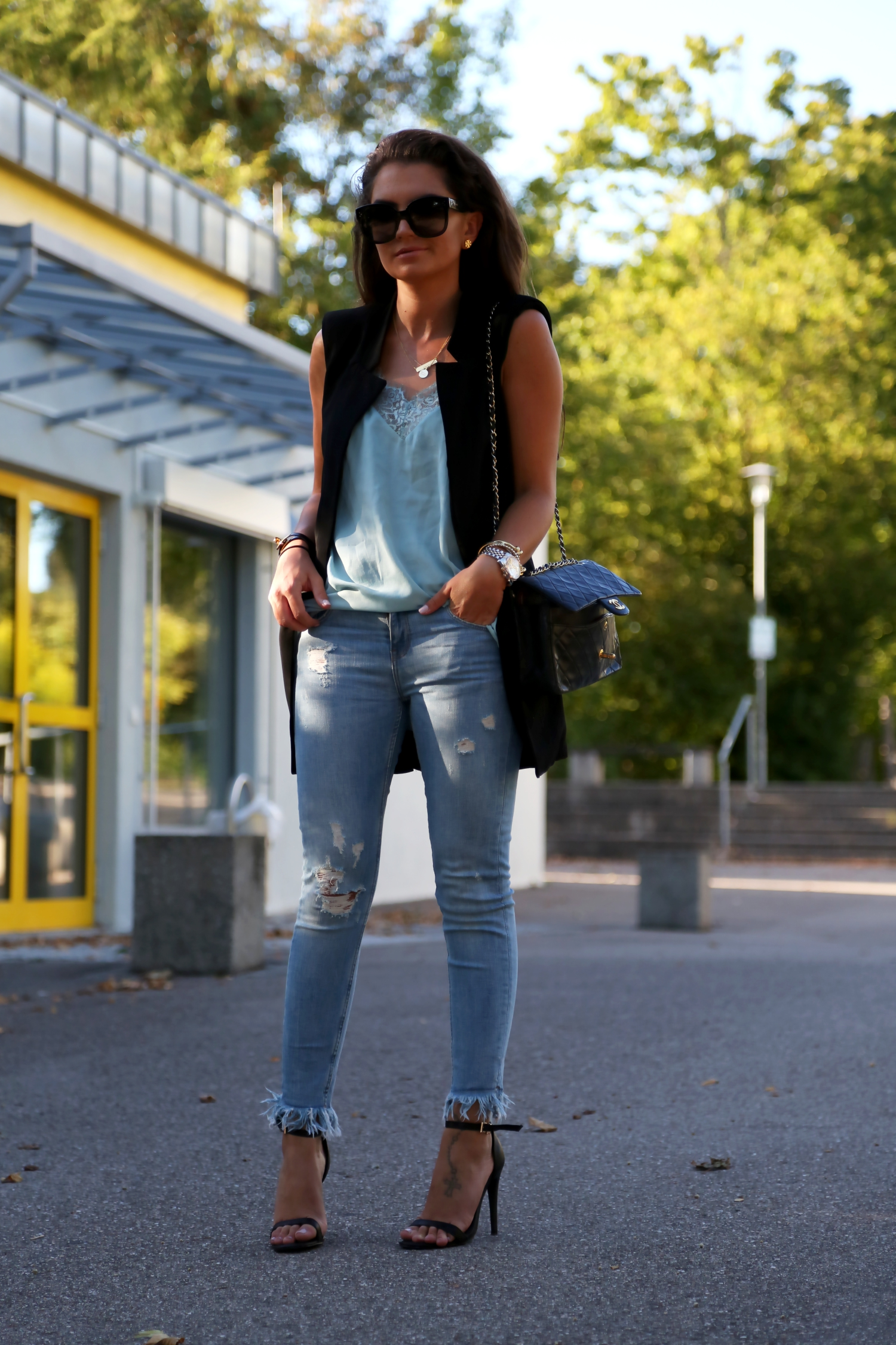 outfit-fringe-jeans-vest-chanel-bag-lace-top-summer-look