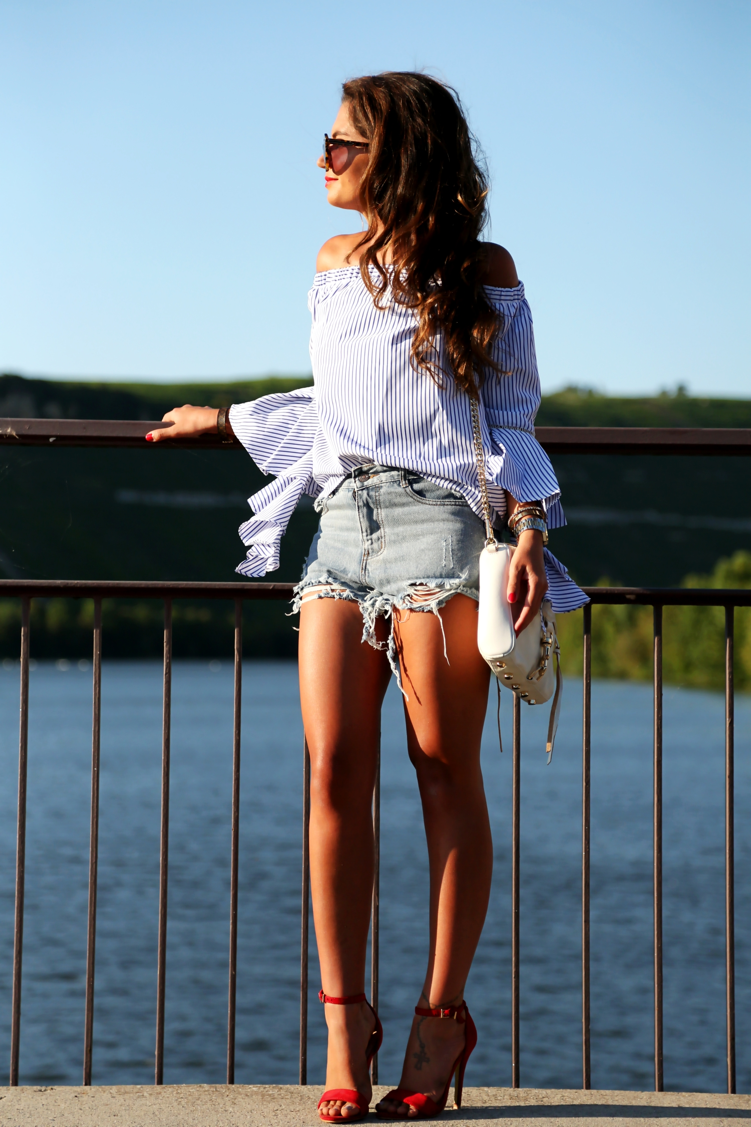 outfit-off-shoulder-ripped-denim-shorts-red-sandals