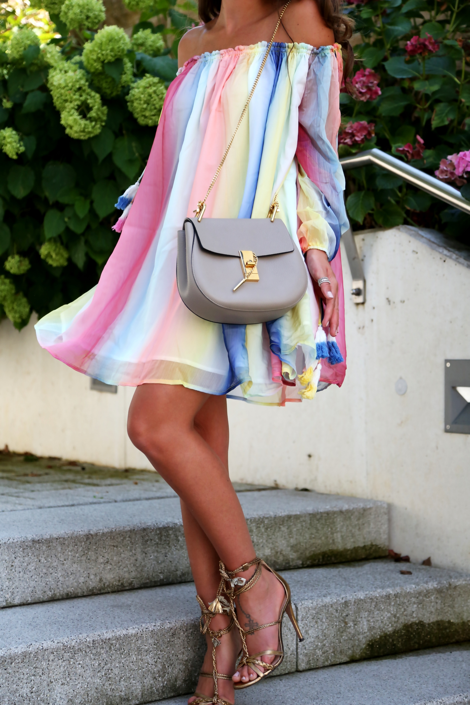 outfit-watercolor-dress-chloe-drew-bag