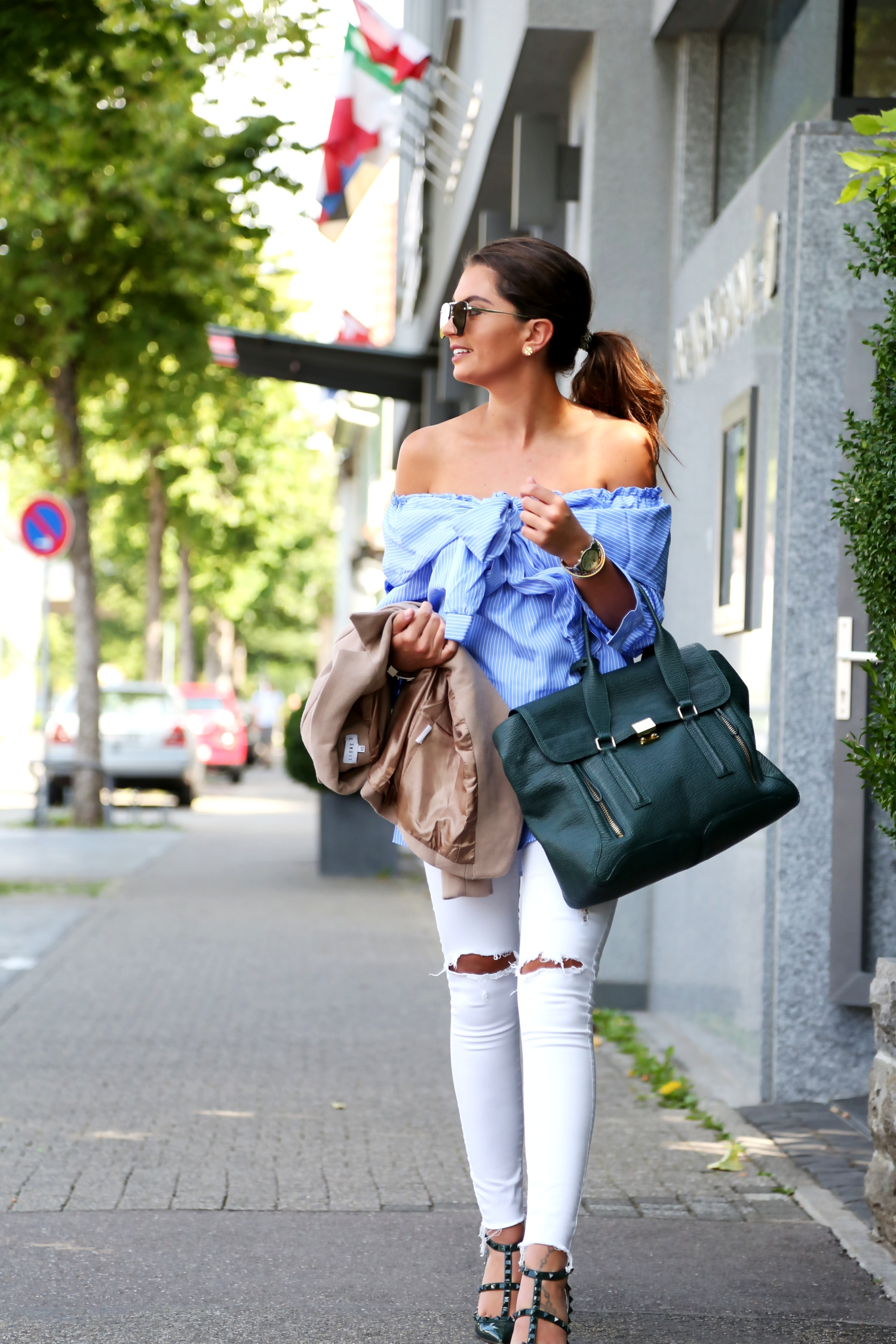 outfit-white-ripped-jeans-valentino-rockstud-pumps-phillip-lim-pashli-bag