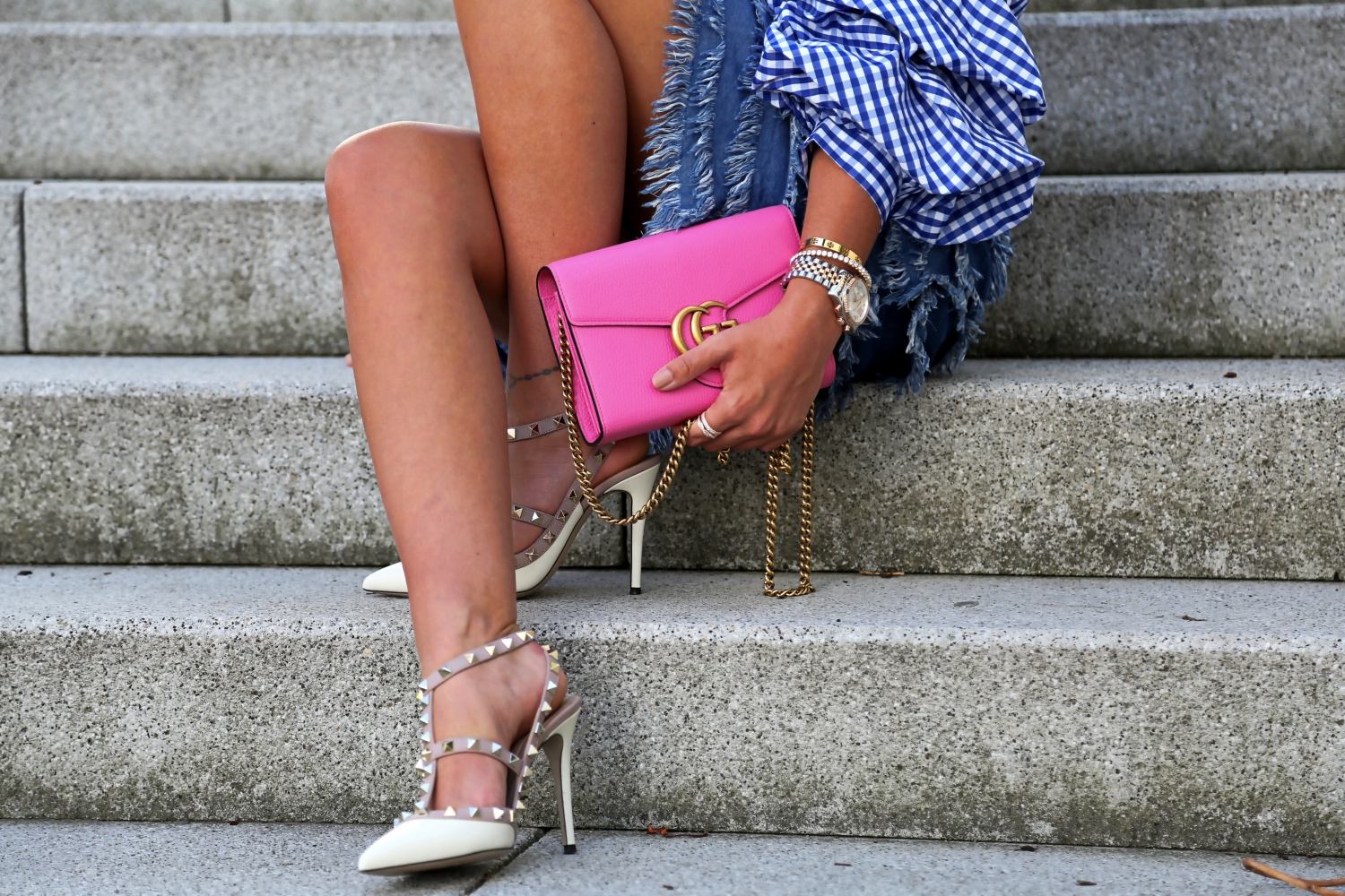 outfit-details-valentino-white-rockstud-pumps-pink-gucci-bag-luisaviaroma
