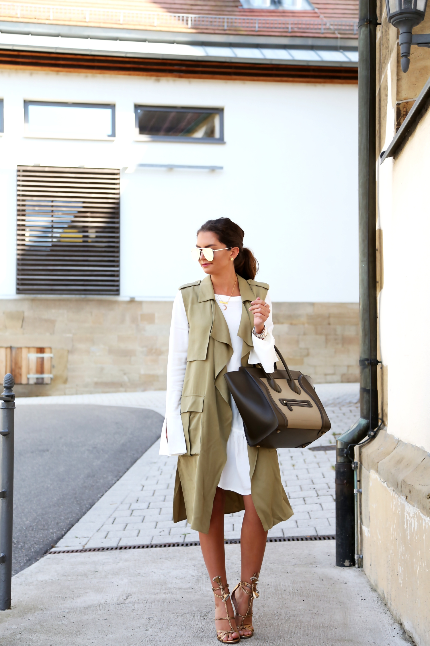outfit-edited-blouse-celine-luggage-bag-brown
