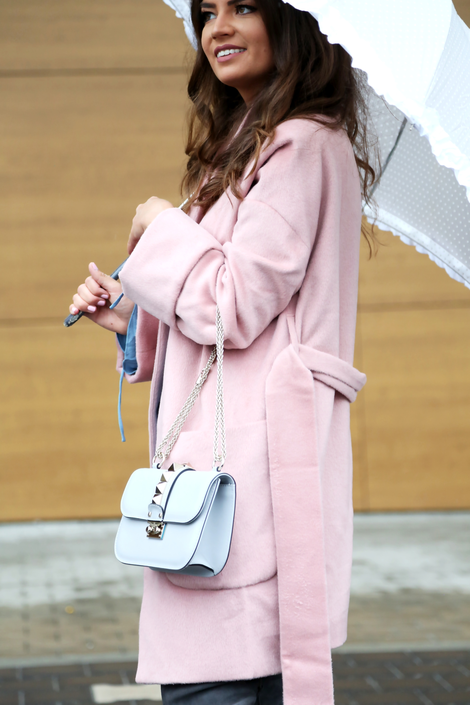 outfit-edited-coat-pink-valentino-glam-lock-bag-grey