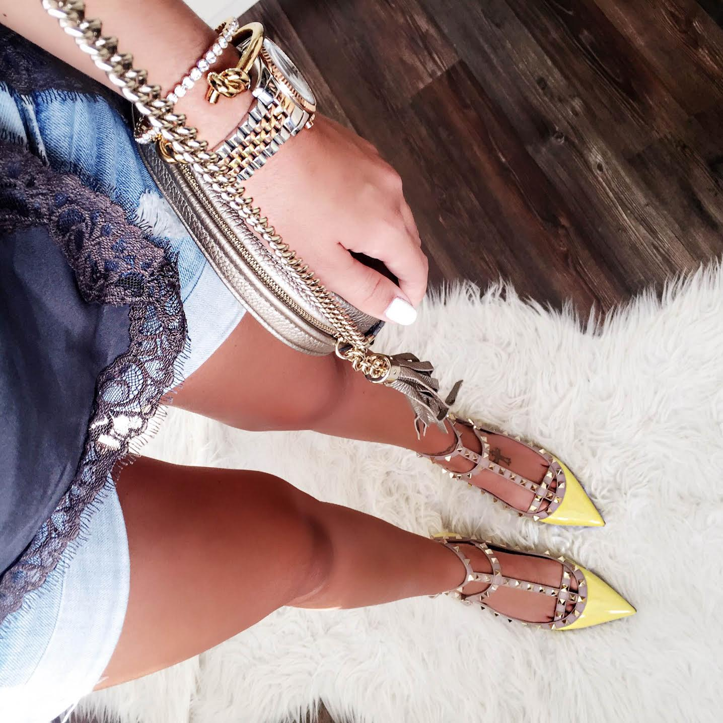 outfit-lace-top-valentino-rockstud-flats