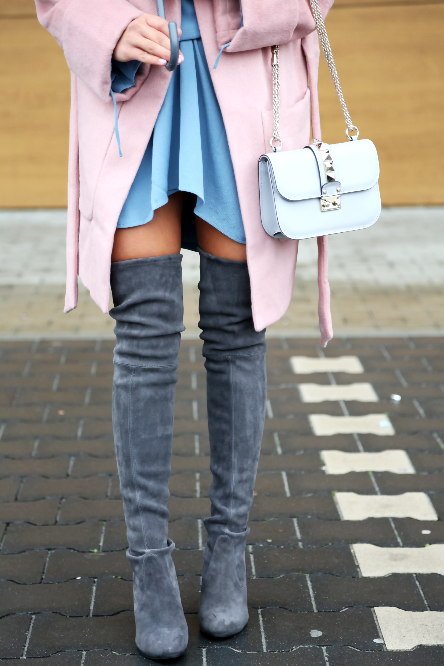 outfit-pink-edited-coat-stuart-weitzman-overkness