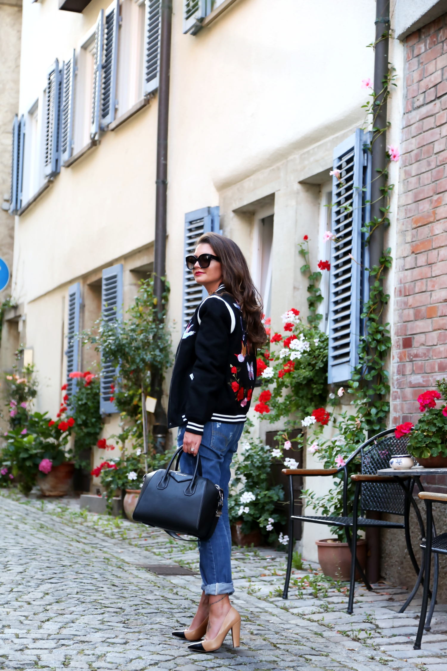 outfit-ripped-jeans-antigona-bag-givenchy-celine-sunglasses