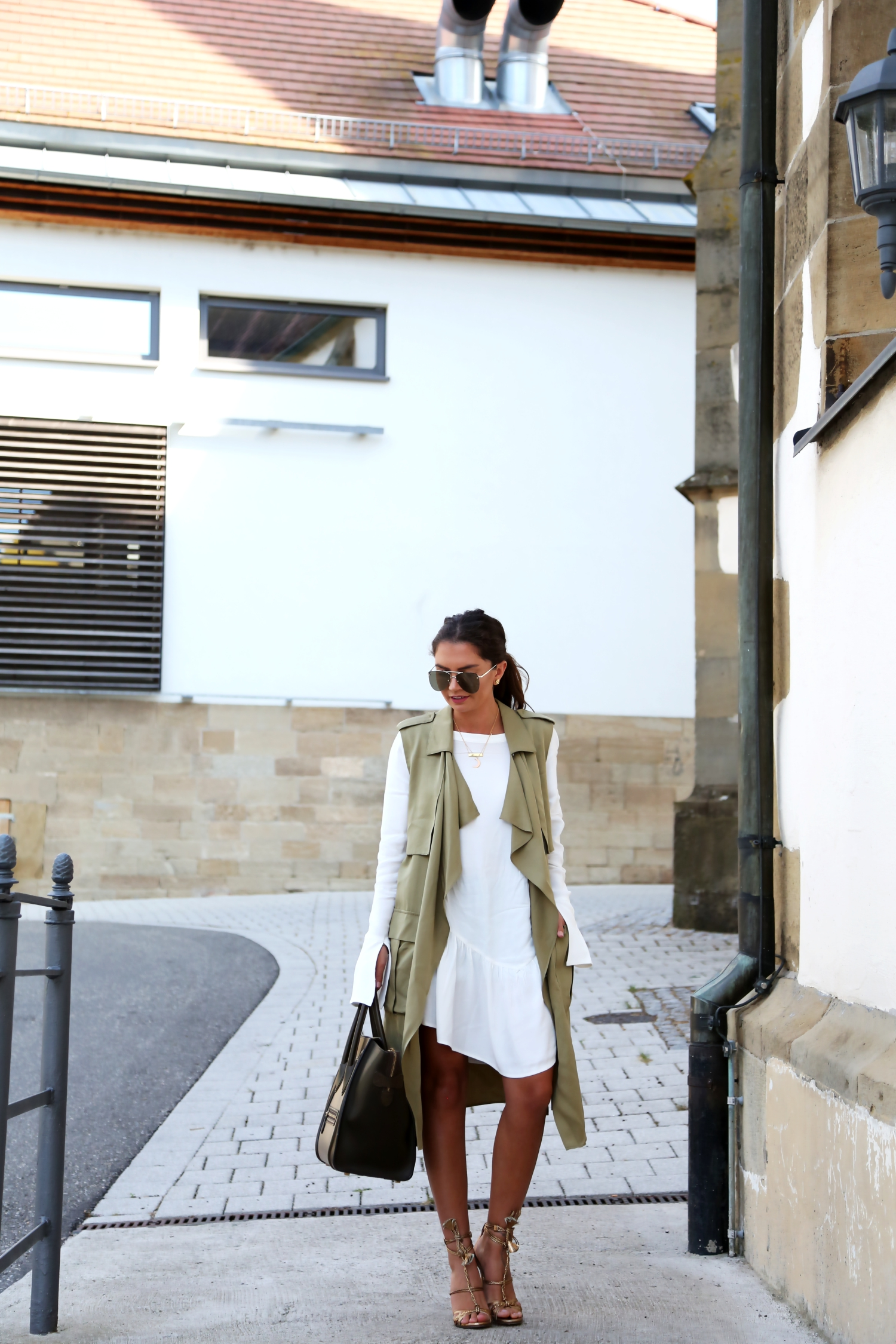 outfit-white-maxi-blouse-military-vest-summer-look-edited