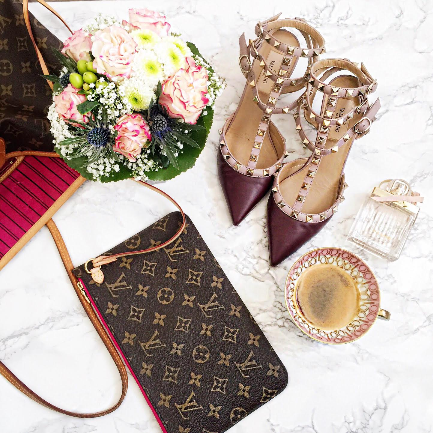 louis-vuitton-neverfull-details-coffee-table-flowers